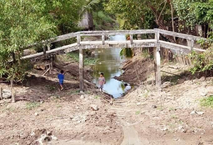 Kênh nội đồng xã Khánh Hưng - huyện Trần Văn Thời (Cà Mau) cạn nước từ trước Tết Nguyên đán