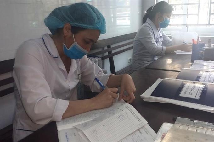 Bác sĩ, điều dưỡng viện Khoa Bệnh nhiệt đới - Bệnh viện Đa khoa tỉnh Thanh Hóa trong cuộc chiến chống virus COVID-19. (Ảnh: PV)