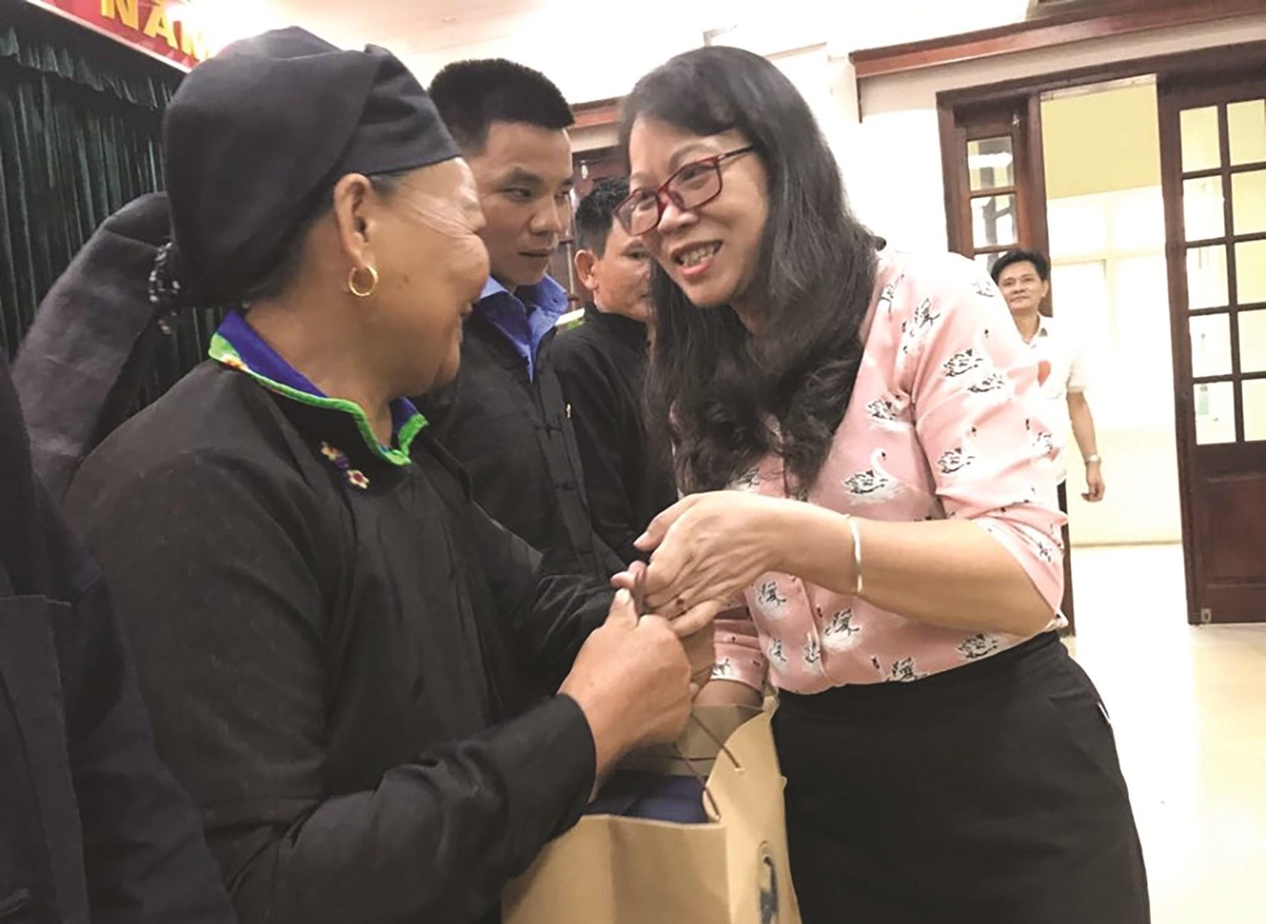 Thứ trưởng, Phó Chủ nhiệm UBDT Hoàng Thị Hạnh gặp mặt Người có uy tín tỉnh Hà Giang