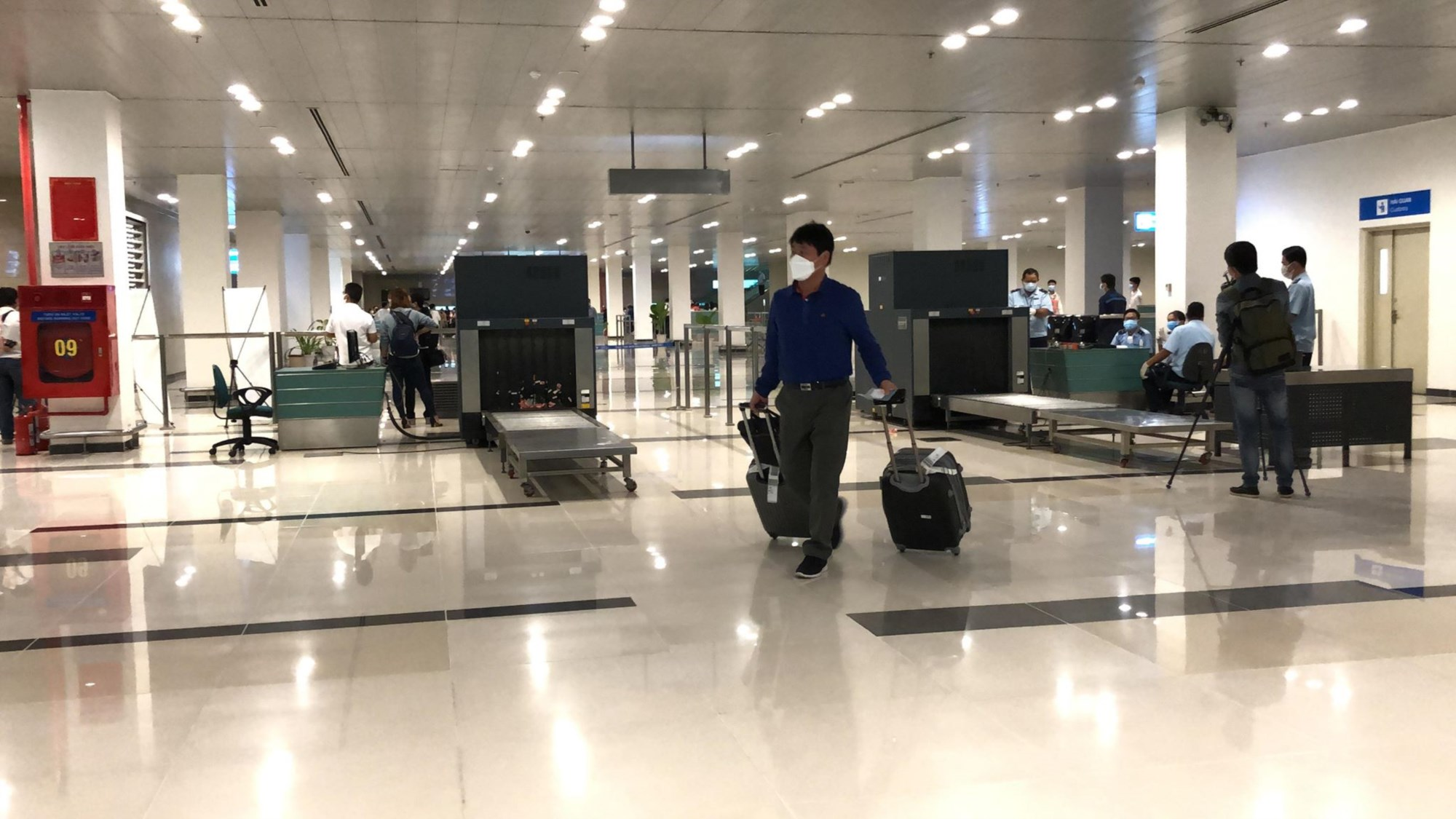 Hành khách đi trên chuyến bay từ Hàn Quốc đáp xuống sân bay ở TP.Cần Thơ đều được kiểm tra sức khỏe và khai báo y tế.