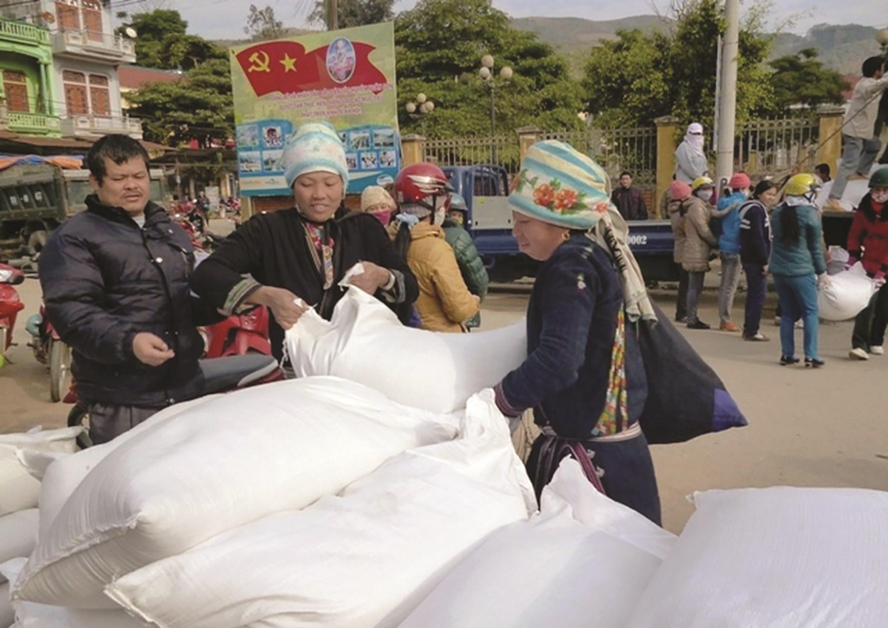 Người dân ở một số vùng DTTS và miền núi vẫn phải nhận trợ cấp gạo cứu đói sau thời điểm Tết Nguyên đán
