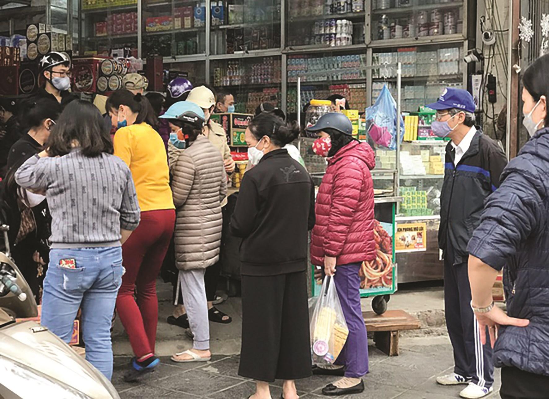 Sự lo lắng thái quá khiến người dân Thủ đô đổ xô đi mua hàng dự trữ