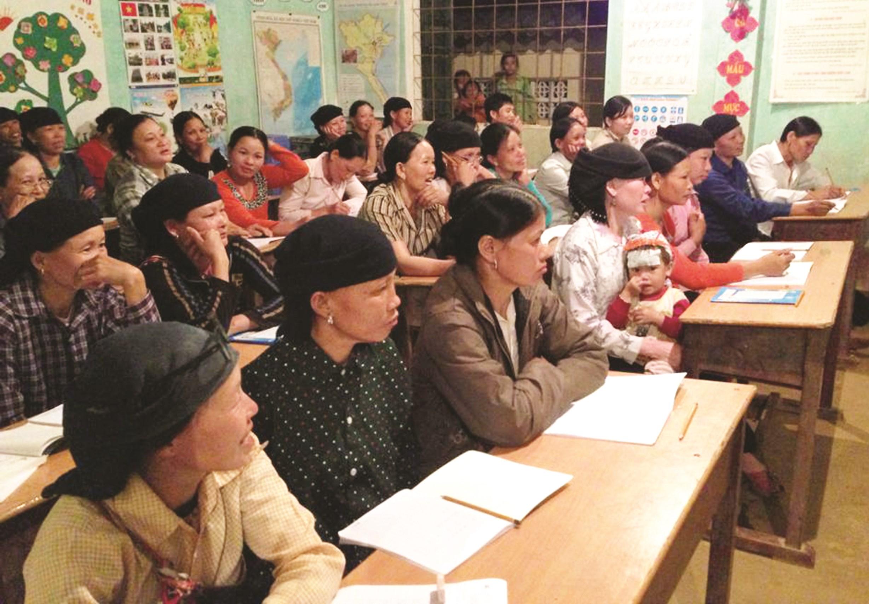 Lớp học xóa mù chữ cho người dân Cao Bằng