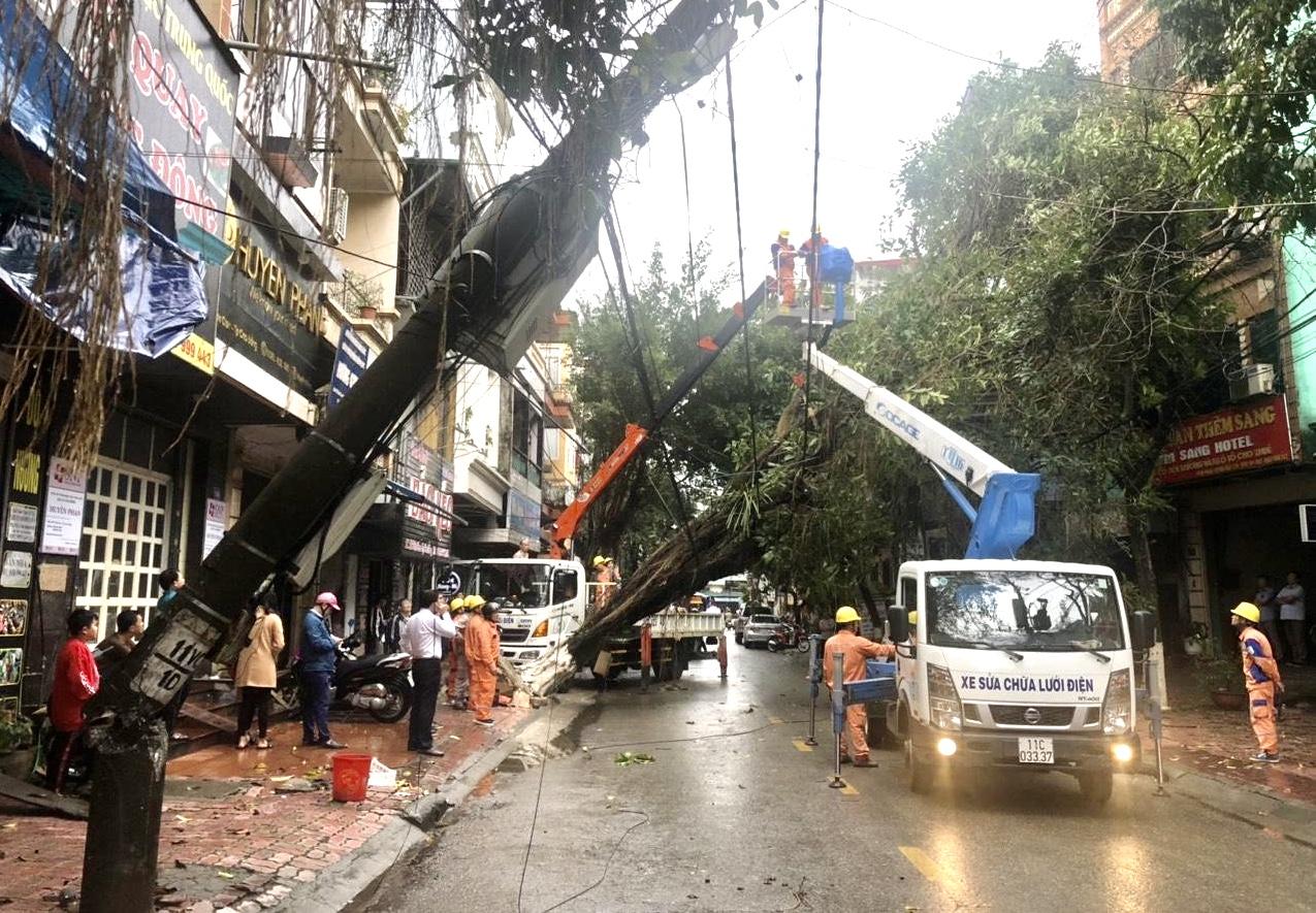 Điện lực miền Bắc khẩn trương khắc phục thiệt hại do mưa đá, giông lốc