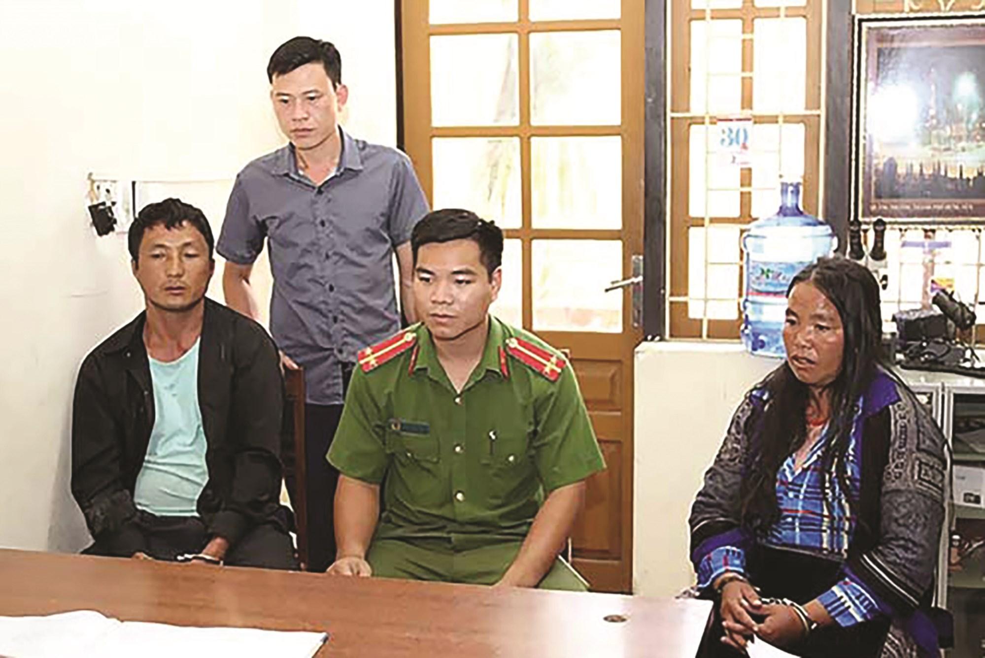 Cán bộ Phòng CSĐT tội phạm về ma túy Công an tỉnh Yên Bái đấu tranh với đối tượng mua bán trái phép chất ma túy.
