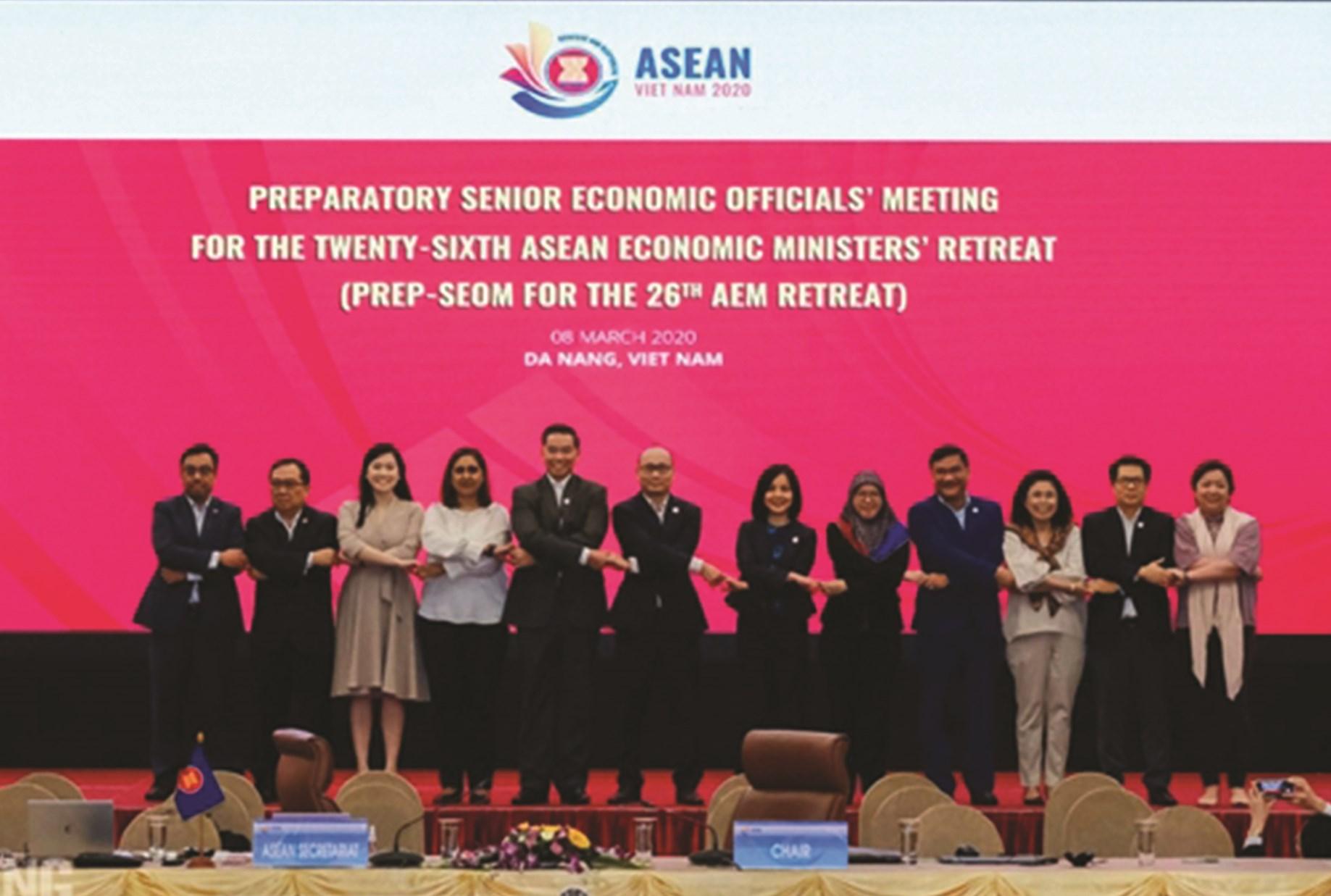 Các đại biểu tham dự phiên họp trù bị của các quan chức Kinh tế Cao cấp ASEAN.