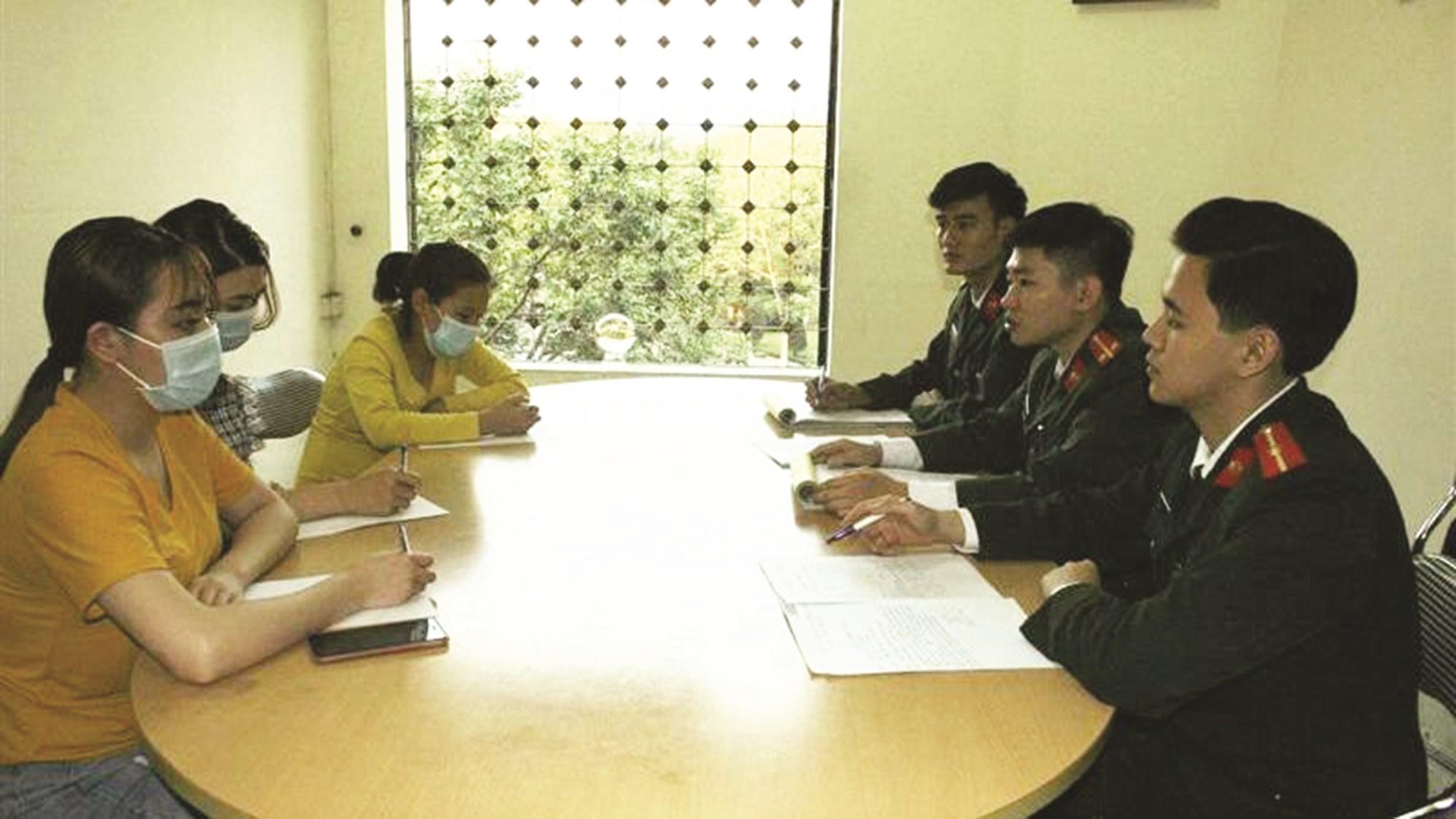 Những người đăng tin sai sự thật làm việc tại cơ quan chức năng (Ảnh: Công an tỉnh Lào Cai).