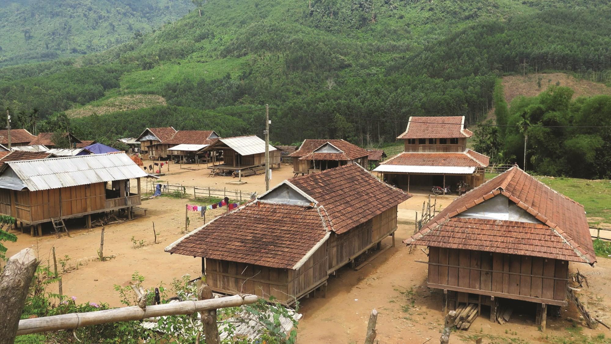 Nhờ sự đầu tư của Nhà nước, nhiều vùng đồng bào DTTS ở Quảng Ngãi được xây dựng khang trang.