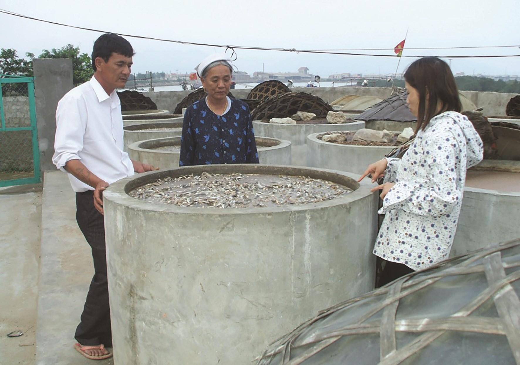 Để làm ra các sản phẩm nước mắm, người dân phải sử dụng tới vài chục khối nước để rửa cá nhiều lần, gây ra ô nhiễm môi trường nghiêm trọng