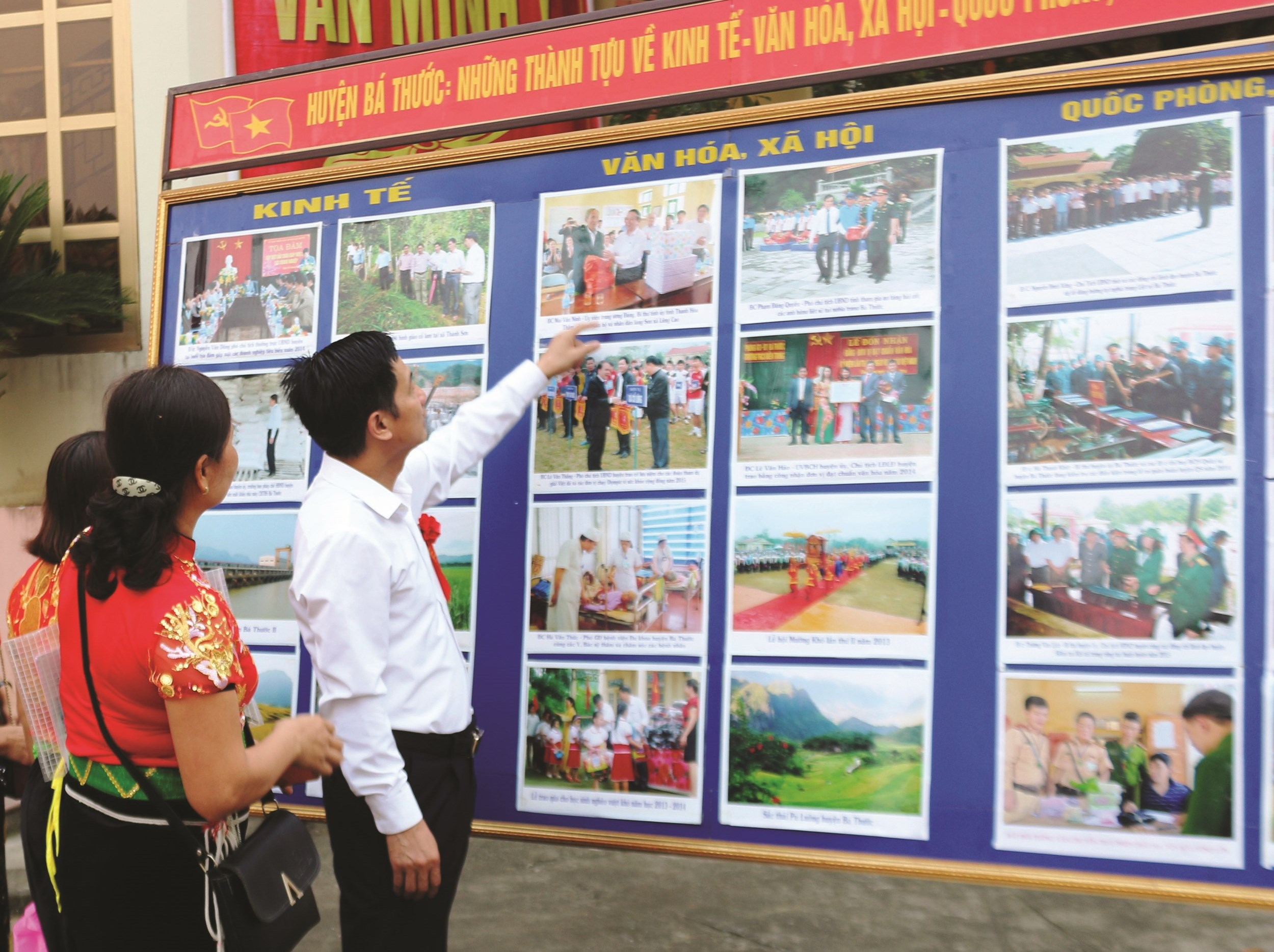 Ông Lương Văn Tưởng, Trưởng Ban Dân tộc Thanh Hóa giới thiệu về thành tựu kinh tế - văn hóa - xã hội ở một huyện miền núi
