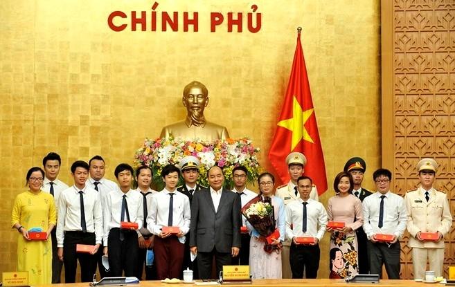 Thủ tướng Nguyễn Xuân Phúc cùng các Gương mặt trẻ Việt Nam tiêu biểu và triển vọng năm 2019