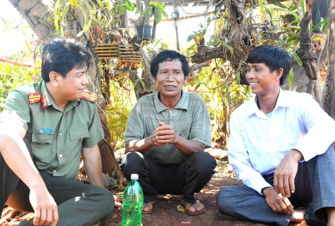 Công an huyện Chư Sê (Gia Lai) đến động viên người từng lầm lỡ ổn định cuộc sống