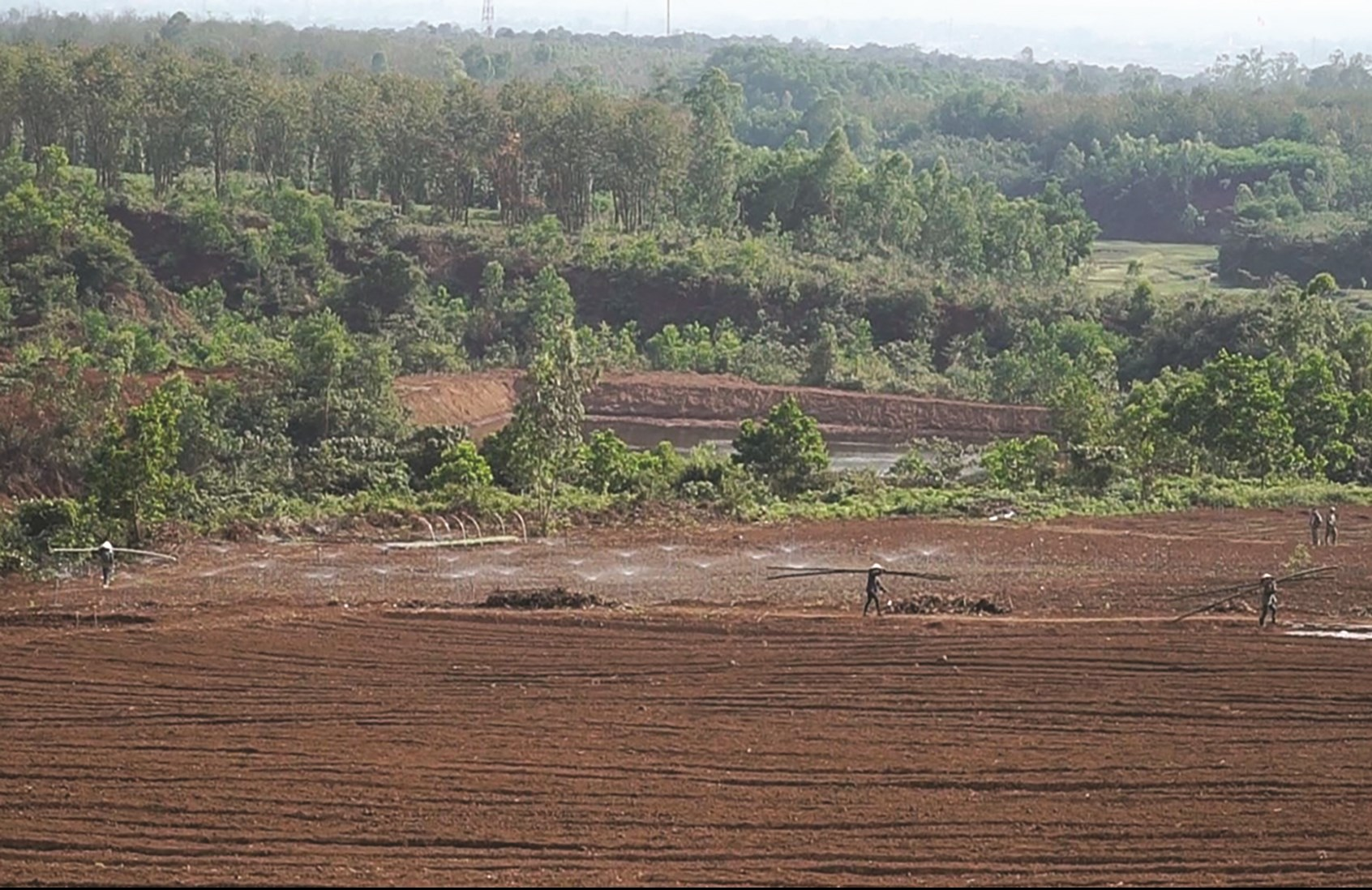 Nhiều năm ì ạch triển khai dự án, đến nay chưa hoàn thiện thủ tục pháp lý nhưng Công ty Sông Hiền vẫn thực hiện thi công trái phép ở rừng tự nhiên Rú Lịnh