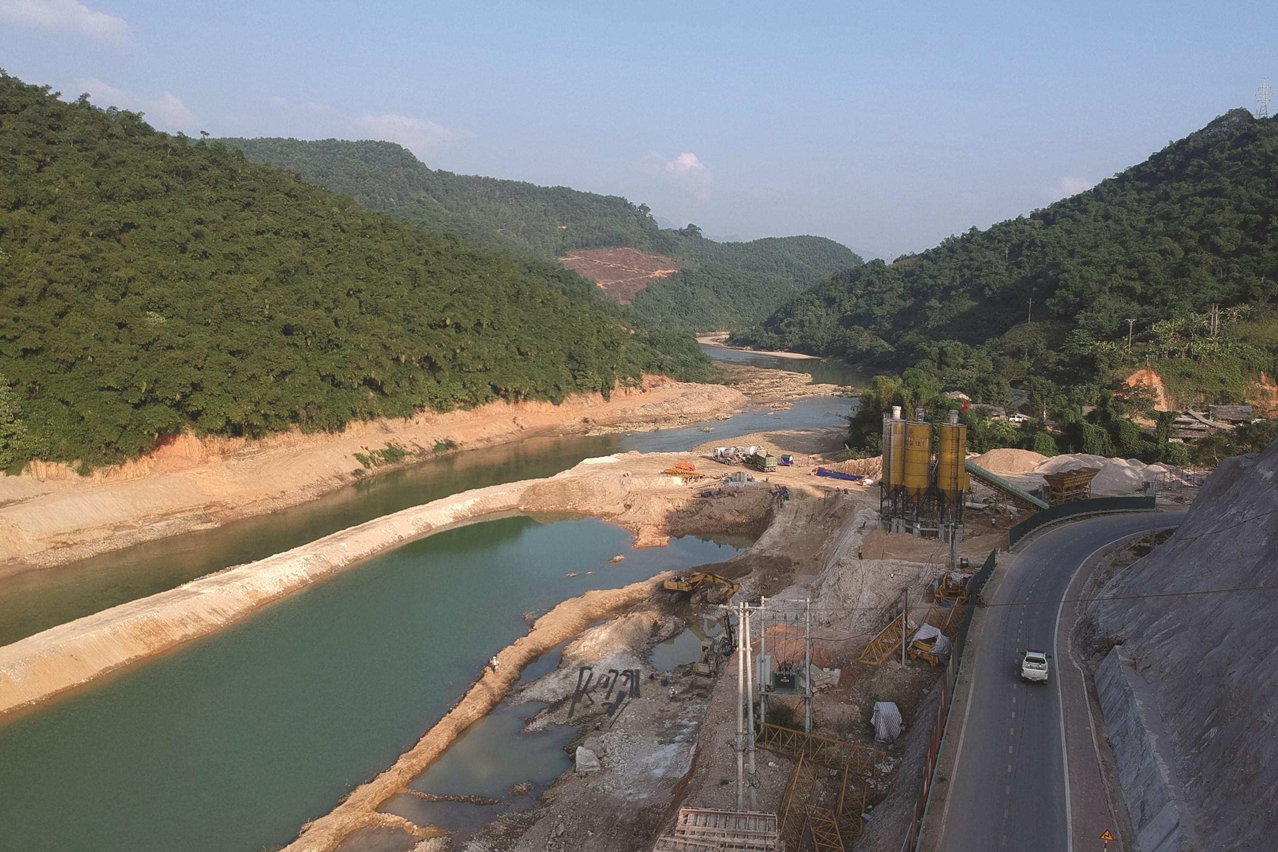 Thủy điện Phúc Long đang được xây dựng, cả khu vực sẽ không còn gì để quan trắc, đo đạc.