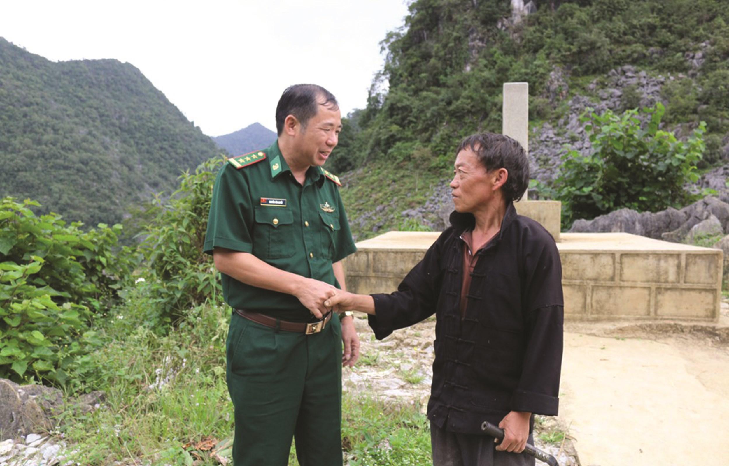 Cán bộ Đồn Biên phòng Đồng Văn, BĐBP Hà Giang và đội ngũ Người có uy tín sinh sống gần khu vực cột mốc biên giới thường xuyên phối hợp tuần tra,bảo vệ cột mốc
