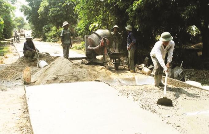 Xây dựng NTM là một trong những nội dung được quan tâm đưa vào văn kiện Đại hội Đảng bộ xã nhiệm kỳ tới. (trong ảnh, người dân xã Tiên Kỳ tham gia làm đường giao thông nông thôn, góp phần hoàn thành tiêu chí giao thông trong xây dựng NTM của xã)