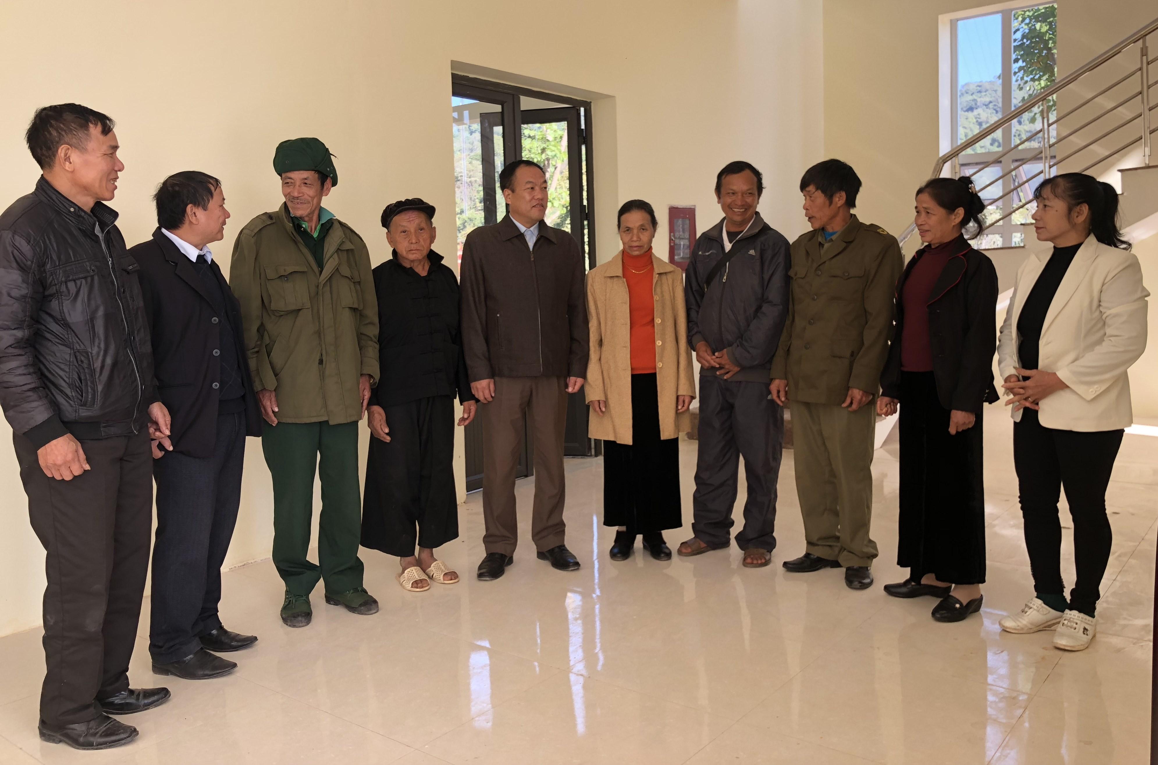 Những Người có uy tín trong đồng bào DTTS huyện Mường Nhé trong một buổi gặp mặt tại địa phương
