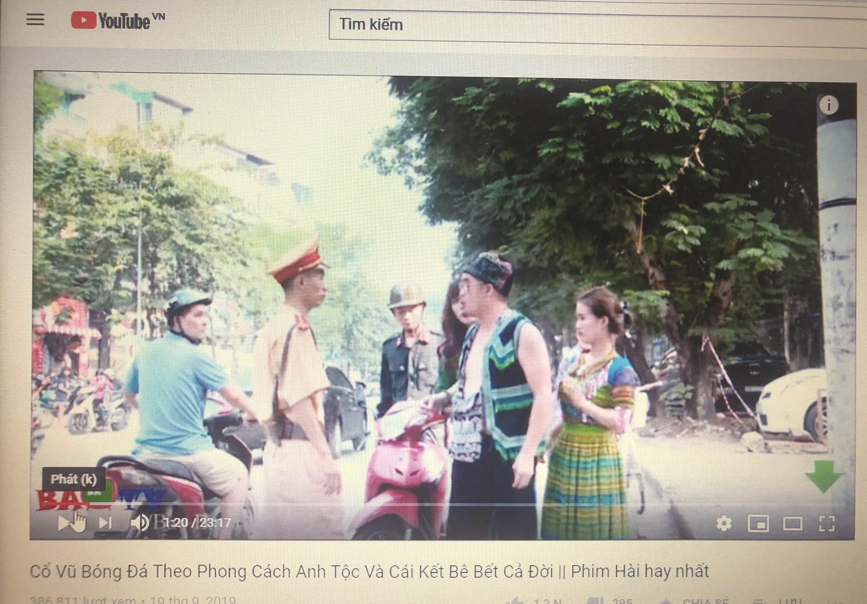 """Một đoạn trong video """"Cổ vũ bóng đá theo phong cách anh Tộc và cái kết bê bết cả đời"""" được đăng tải trên Youtube"""