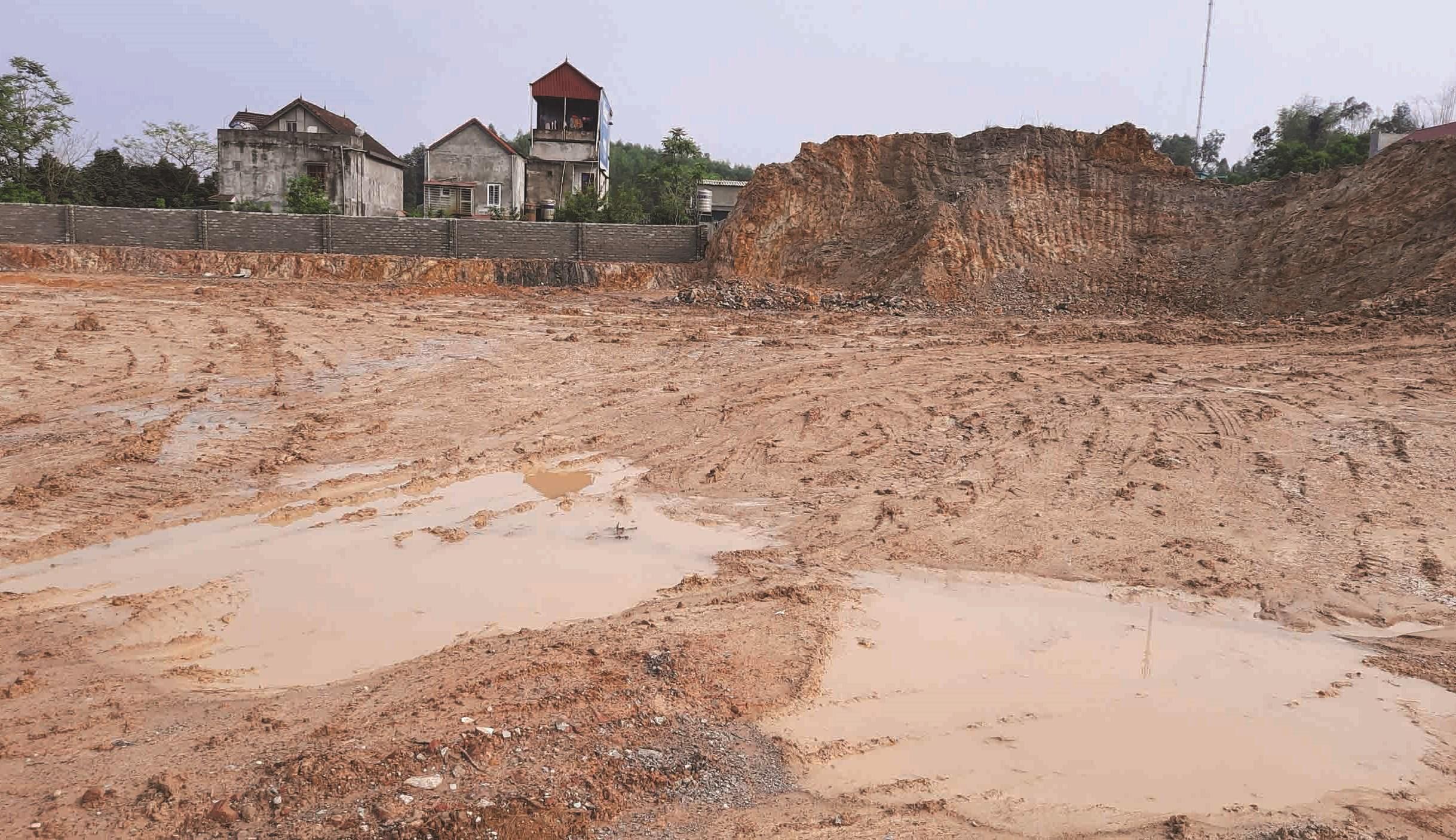 Gần chục ha đồi đã bị san phẳng để lấy đất.