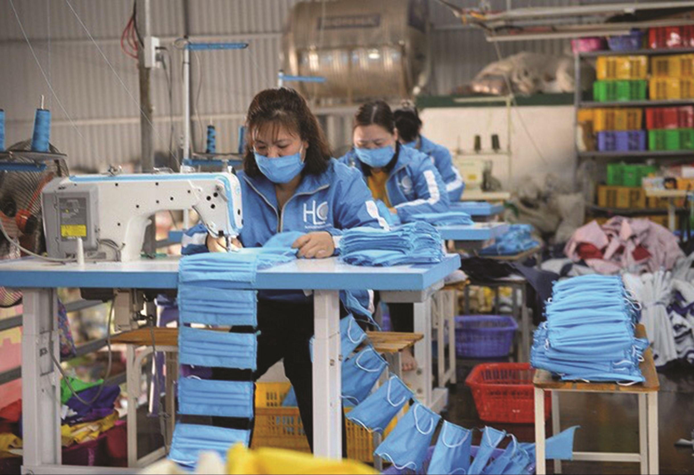 Sản phẩm khẩu trang sản xuất từ xưởng của chị Thắm đáp ứng đủ điều kiện về y tế.