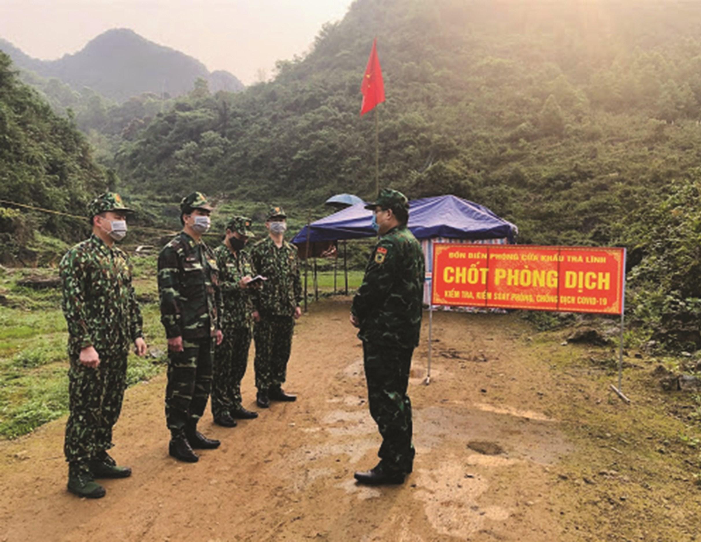 Với sự đồng lòng, đồng sức của các tầng lớp Nhân dân, lực lượng Biên phòng vững vàng nơi tuyến đầu chống dịch Covid-19.