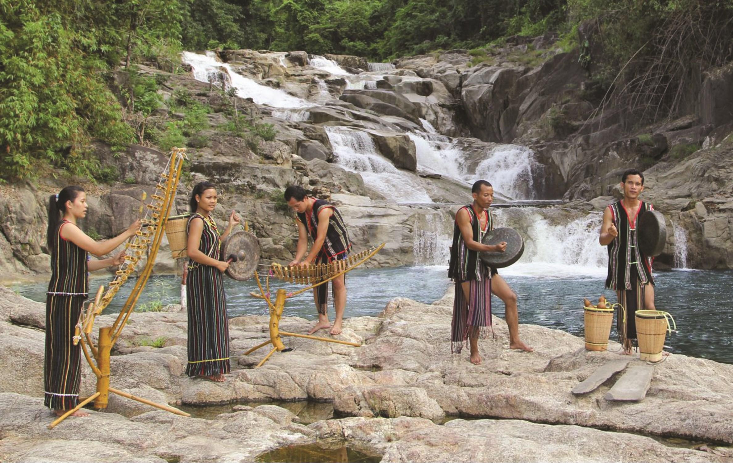 Trang phục truyền thống của người Ê-đê ở Khánh Hòa
