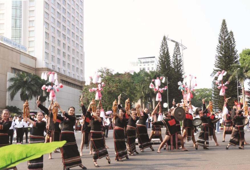 Đồng bào các DTTS ở Đăk Lăk luôn có ý thức giữ gìn các giá trị văn hóa truyền thống.