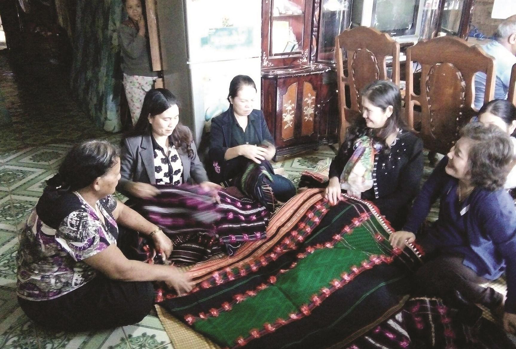 Đồng bào dân tộc Mạ vẫn duy trì được nghề dệt thổ cẩm