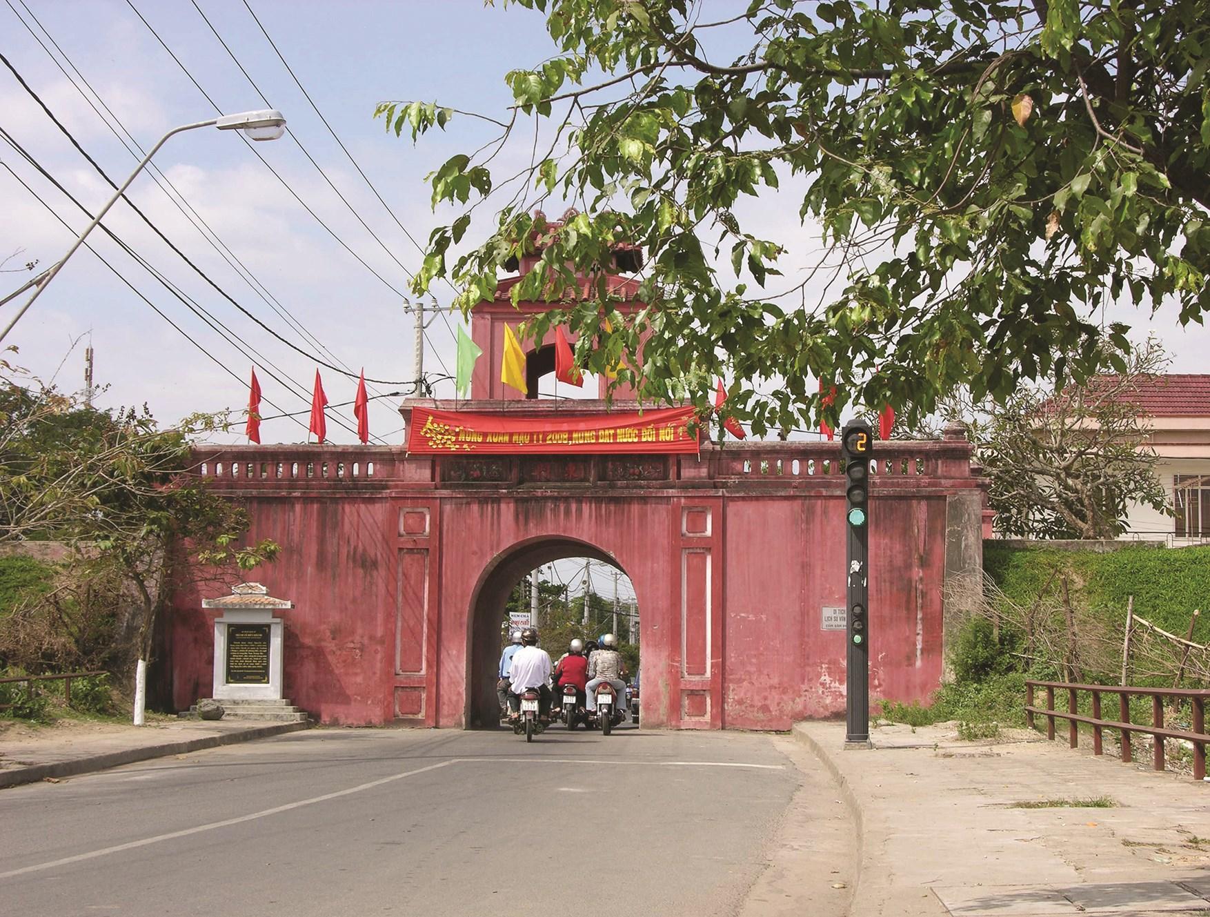 Do còn vướng nhiều thủ tục nên Dự án trùng tu,tôn tạo Thành cổ Diên Khánh đến nay vẫn chưa được triển khai.