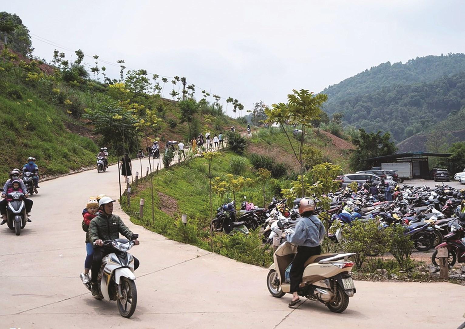 Hoạt động du lịch tại huyện Mộc Châu, tỉnh Sơn La đón những lượng khách đầu tiên sau thời gian dài dừng hoạt động. (Ảnh tư liệu)