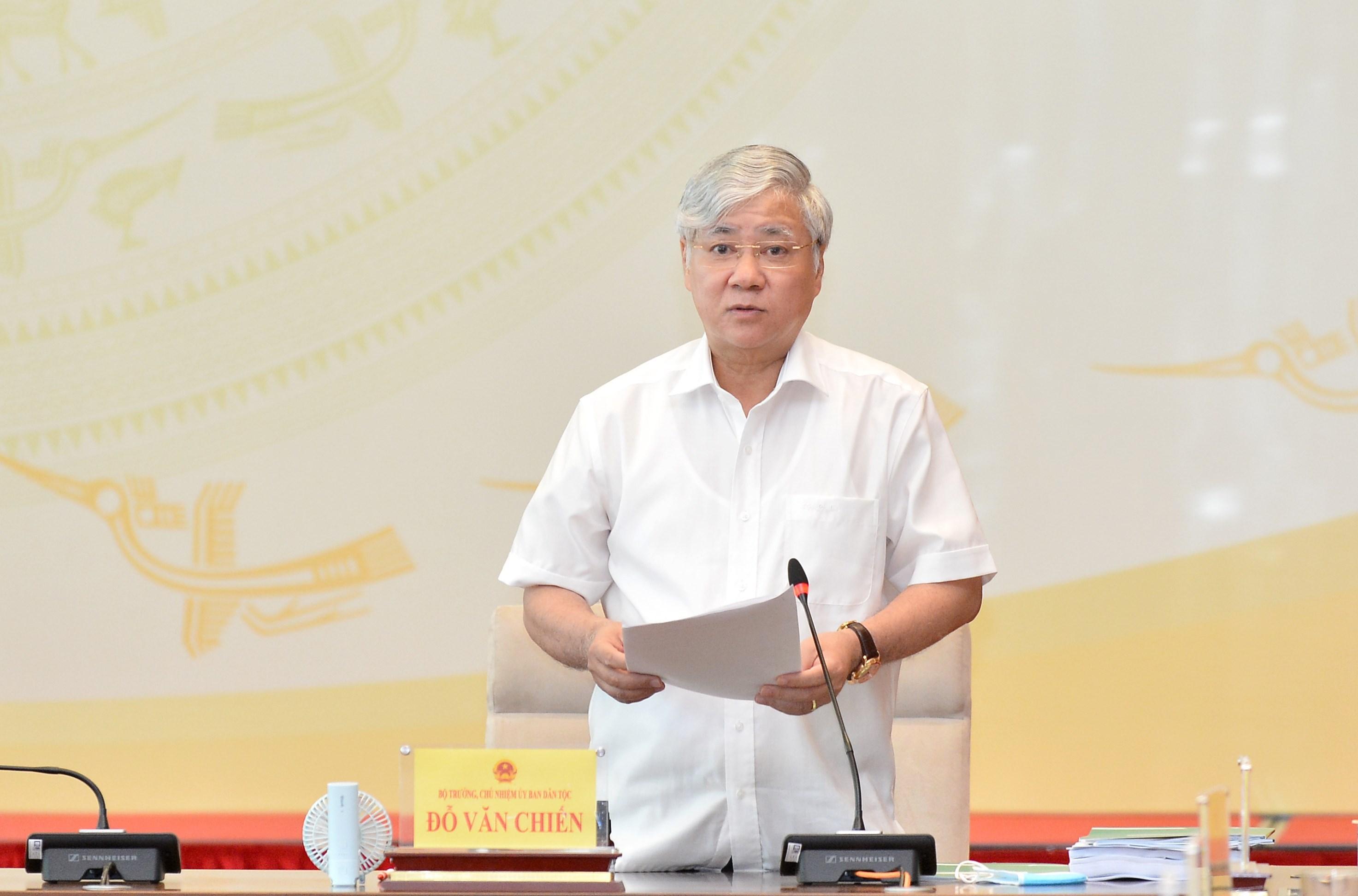 Thừa ủy quyền của Thủ tướng Chính phủ, Ủy viên Ban Chấp hành Trung ương Đảng, Bộ trưởng, Chủ nhiệm UBDT Đỗ Văn Chiến trình bày Tờ trình về Đề xuất chủ trương đầu tư Chương trình MTQG