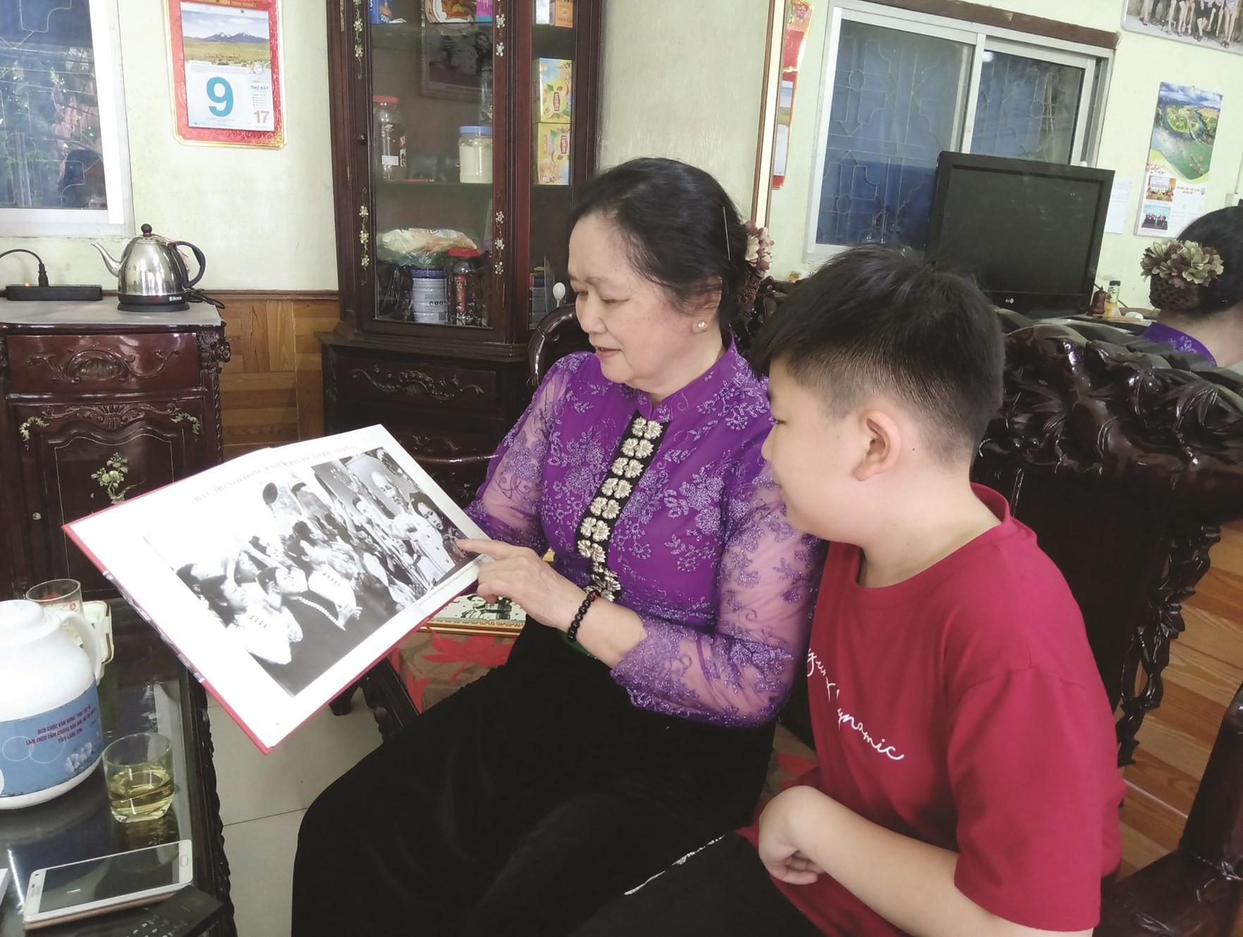 Bà Bế Thanh Súy thường xuyên kể chuyện được gặp Bác Hồ cho con cháu bà nghe.