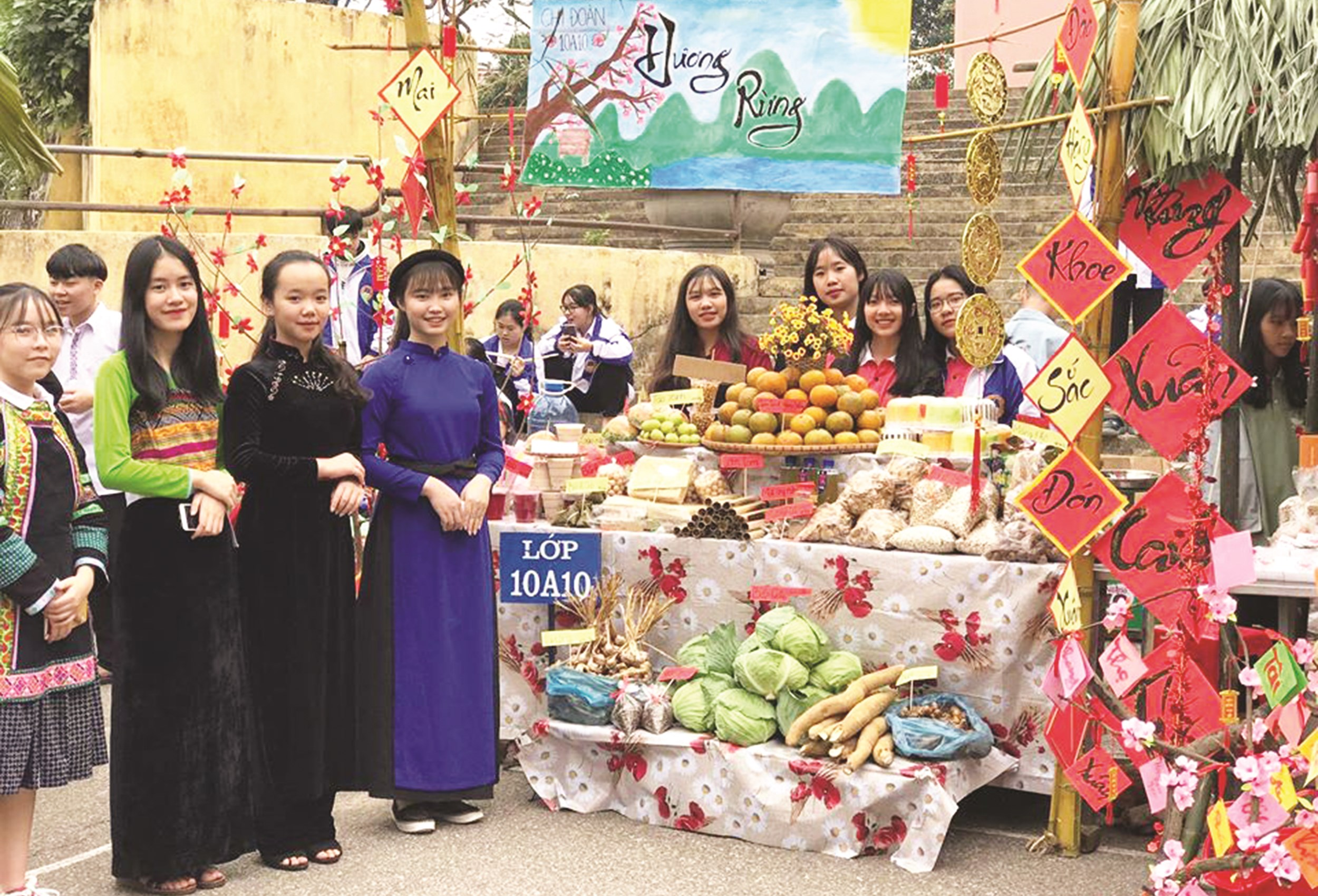 Phiên chợ Tết vùng cao năm 2020 tại Trường Phổ thông Vùng cao Việt Bắc