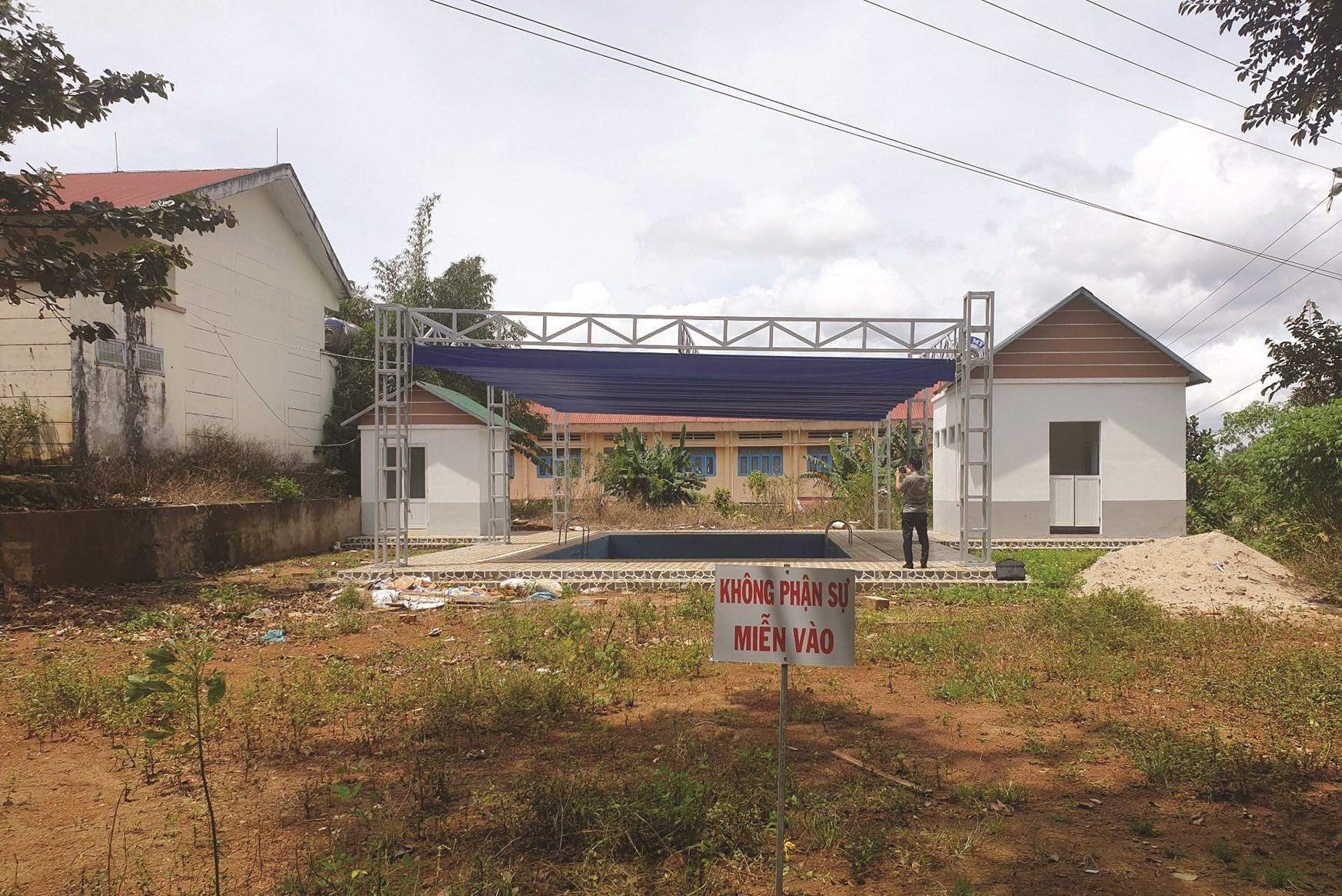 Bể bơi Trường Tiểu học Bùi Thị Xuân tại thị trấn Kiến Đức, huyện Đăk R'lấp khi hoàn thành không có hàng rào bảo vệ