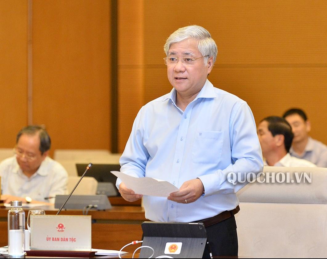 Bộ trưởng, Chủ nhiệm UBDT Đỗ Văn Chiến thừa ủy quyền của Thủ tướng Chính phủ trình bày đề xuất chủ trương đầu tư Chương trình MTQG.