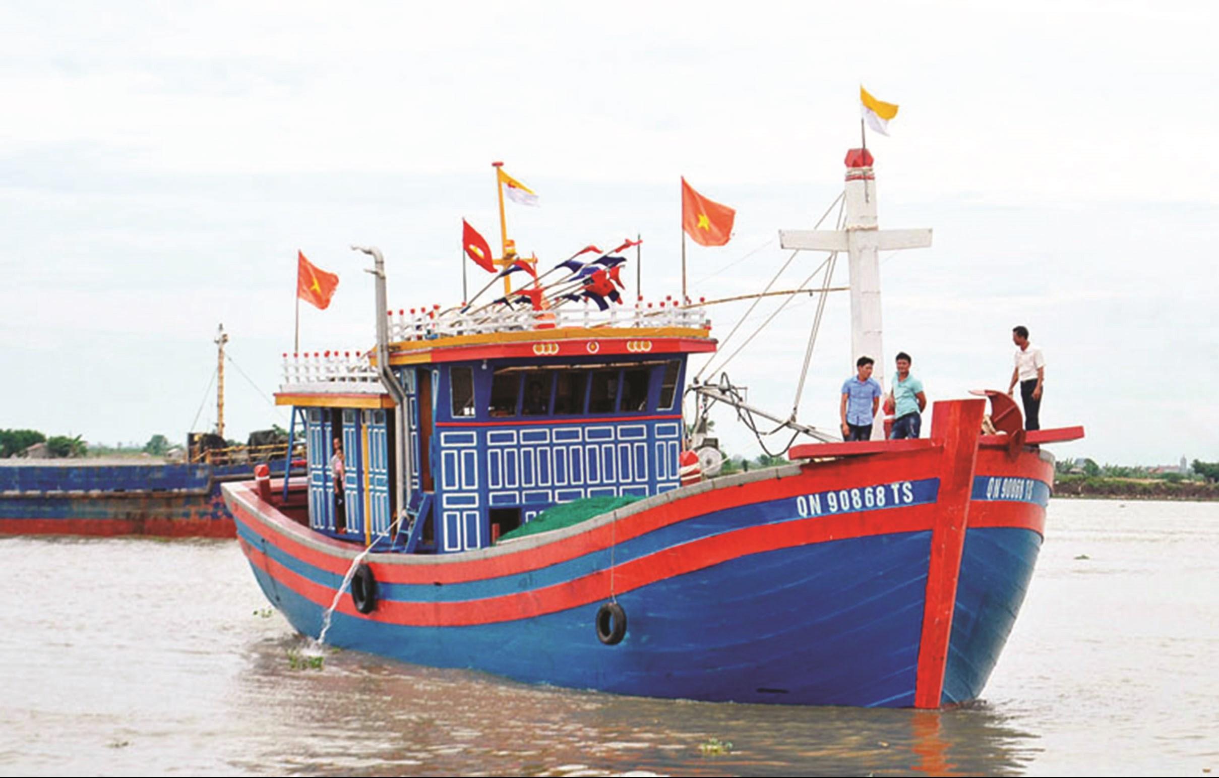 Một chiếc tàu đánh bắt thủy sản xa bờ của ngư dân Quảng Ninh. Ảnh TL