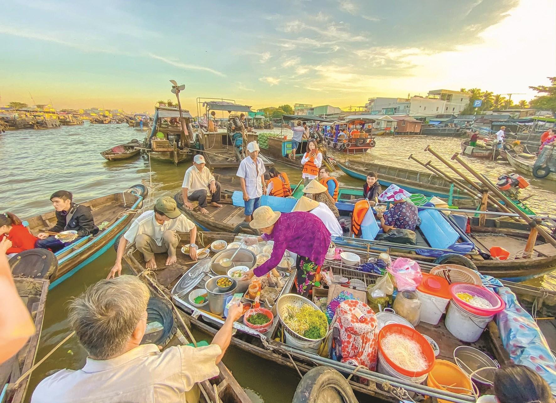 Chợ nổi Cái Răng (TP. Cần Thơ) là một trong những điểm thu hút khách du lịch