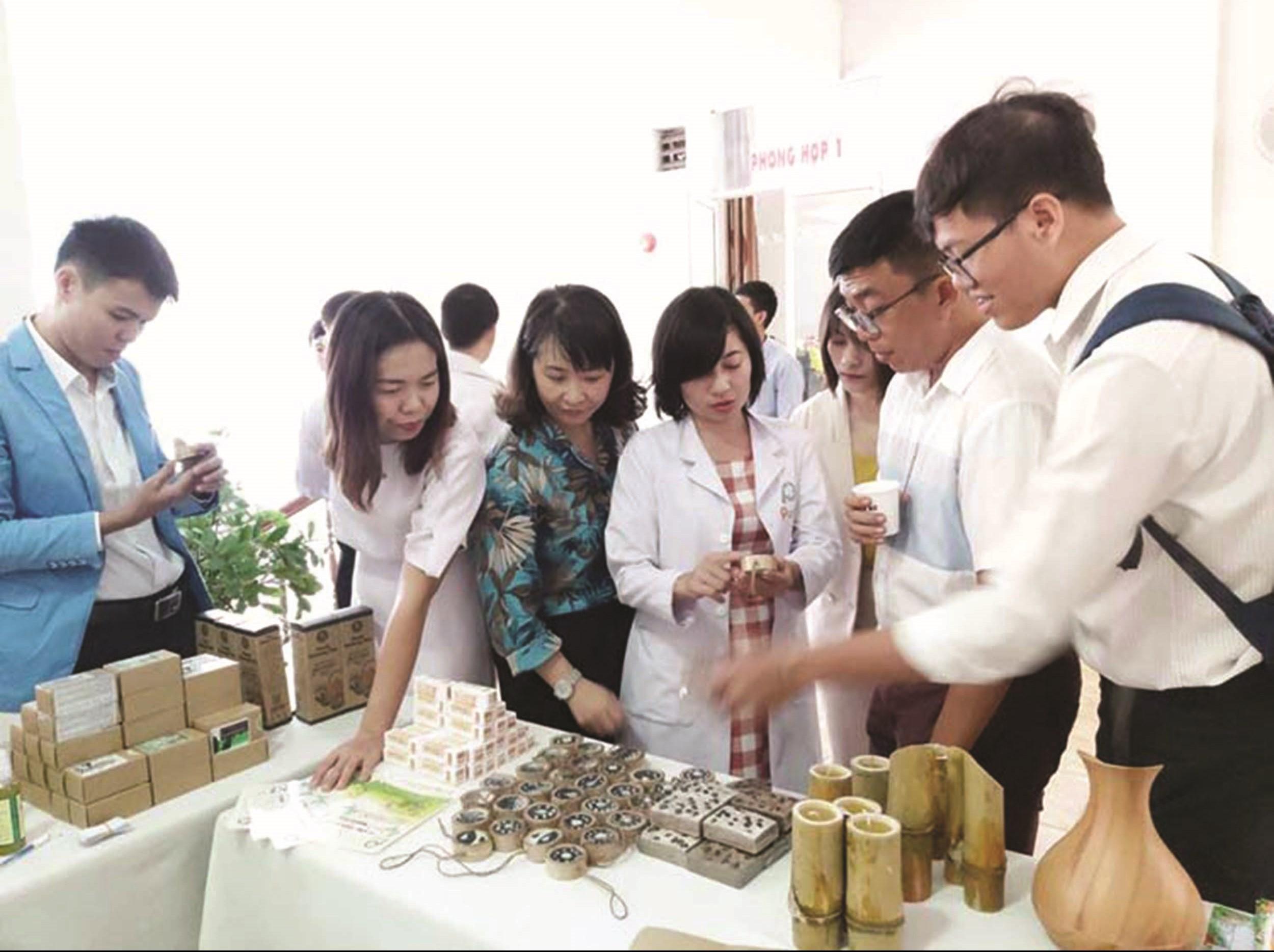 Sản phẩm mỹ phẩm thiên nhiên của chị Phạm Thị Thanh Hằng được giới thiệu đến người tiêu dùng.