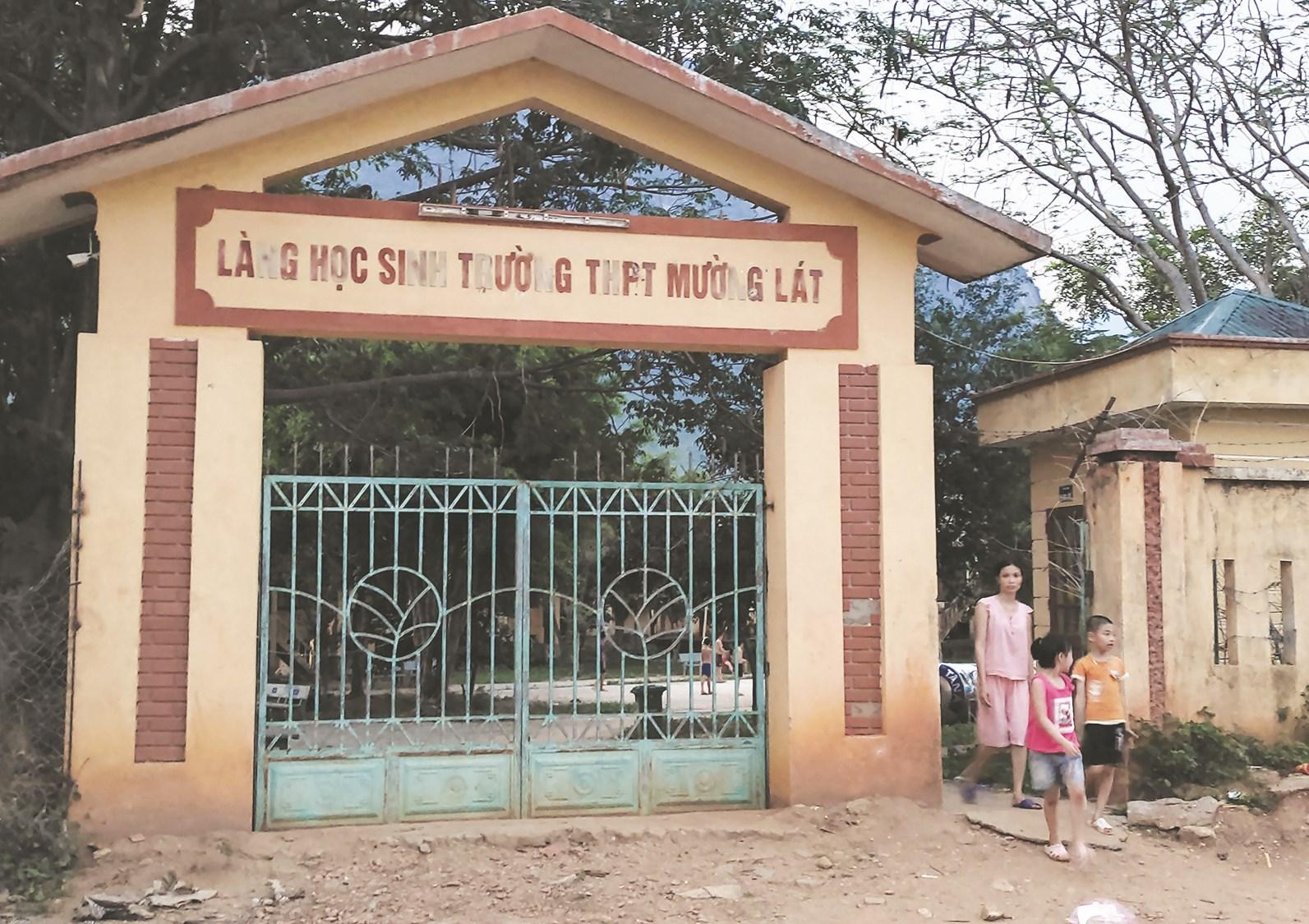 Làng học sinh Trường THPT Mường Lát- Thanh Hóa.