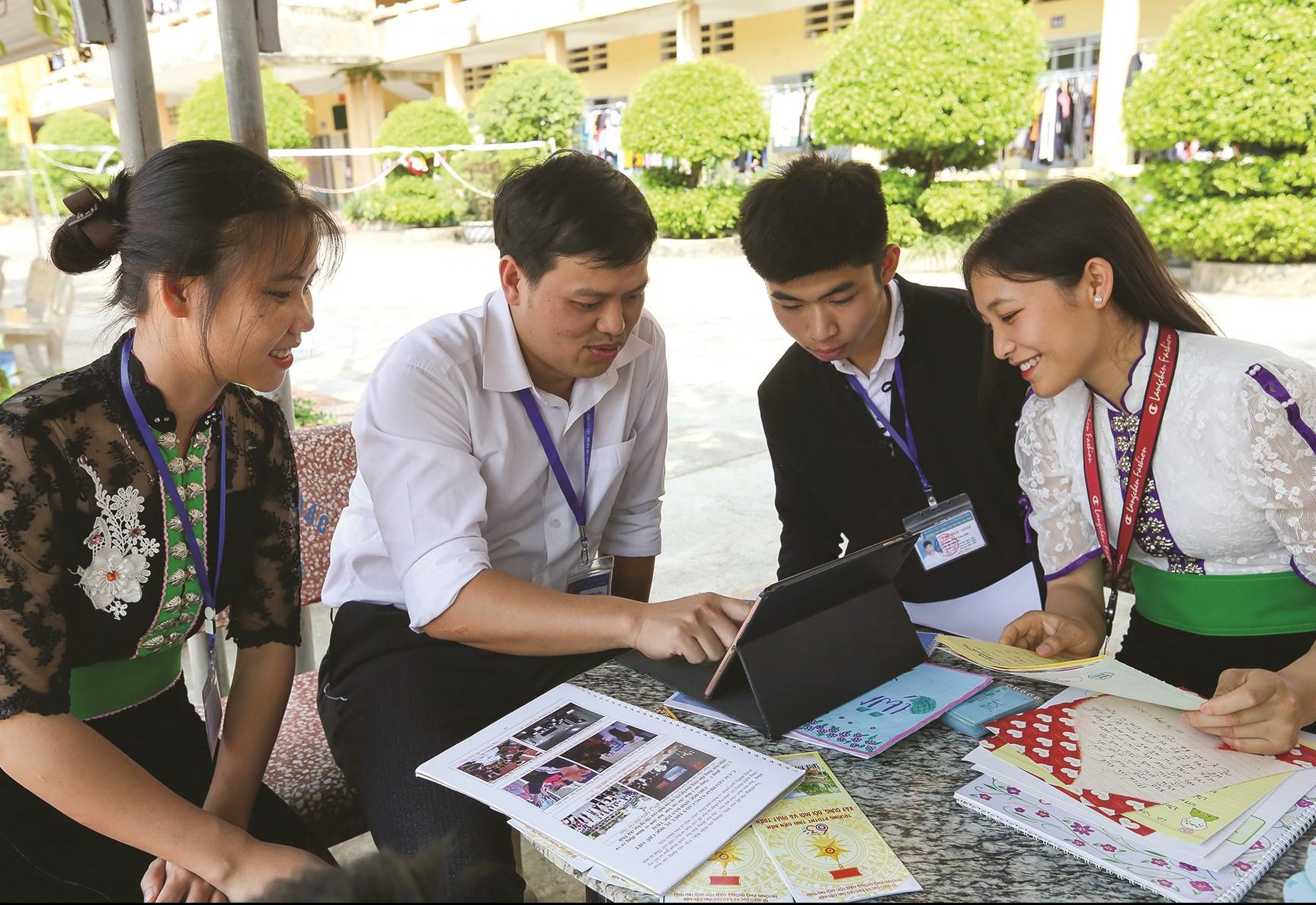 """Buổi sinh hoạt của CLB """"Yêu tiếng Thái"""" Trường PTDT Nội trú tỉnh Điện Biên"""