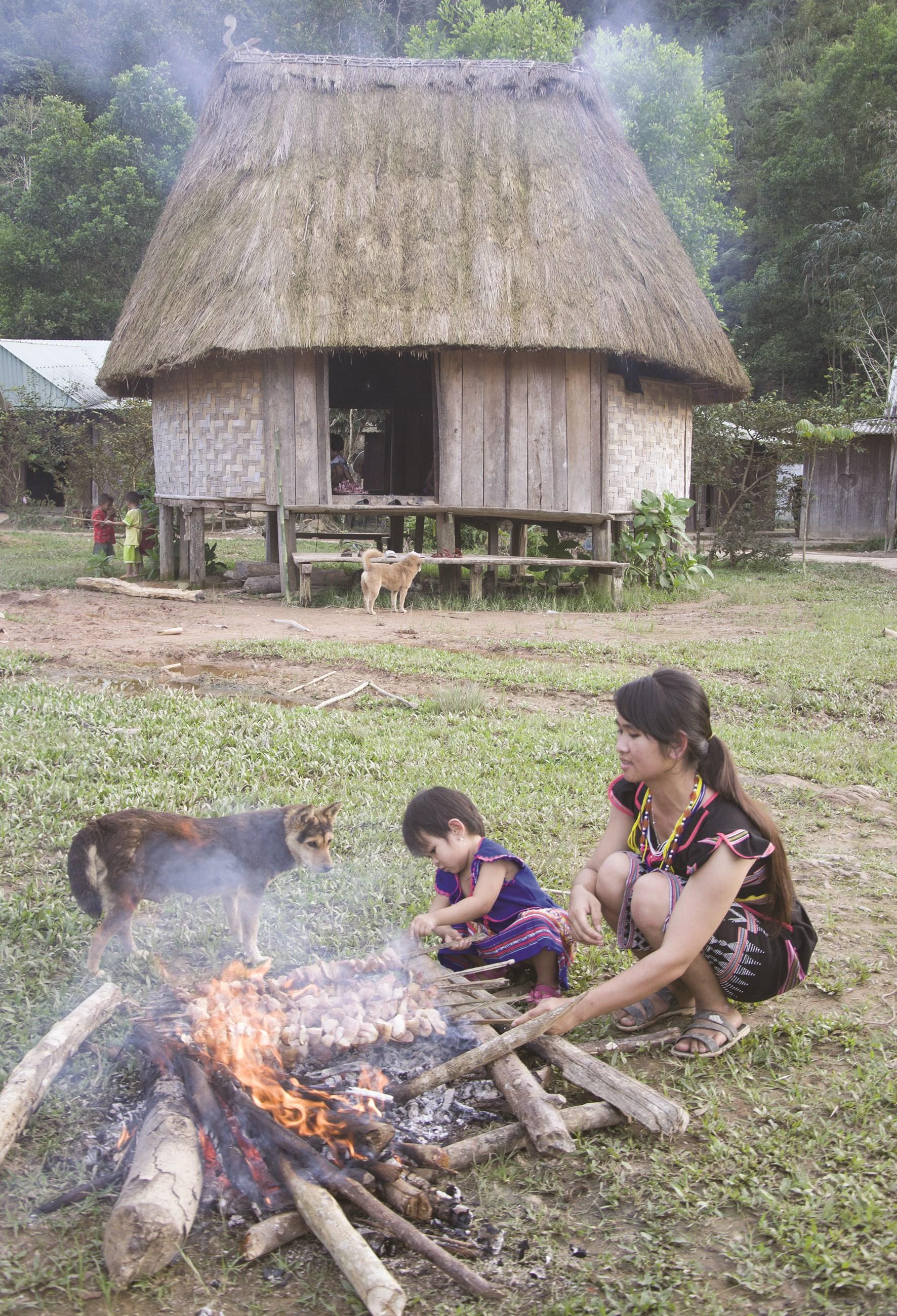 Nét sinh hoạt truyền thống giữa làng mới Pơr Ning
