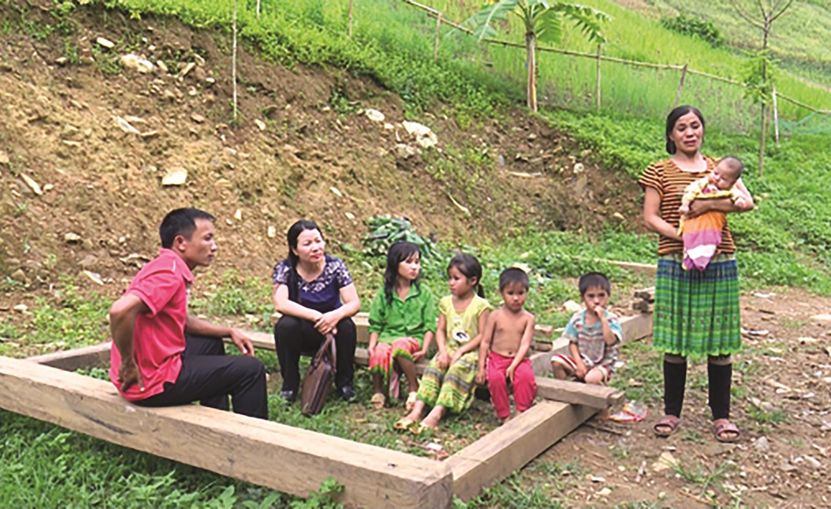 Kết hôn sớm, đông con vẫn là rào cản trong công tác giảm nghèo ở vùng DTTS và miền núi. (Ảnh minh họa)