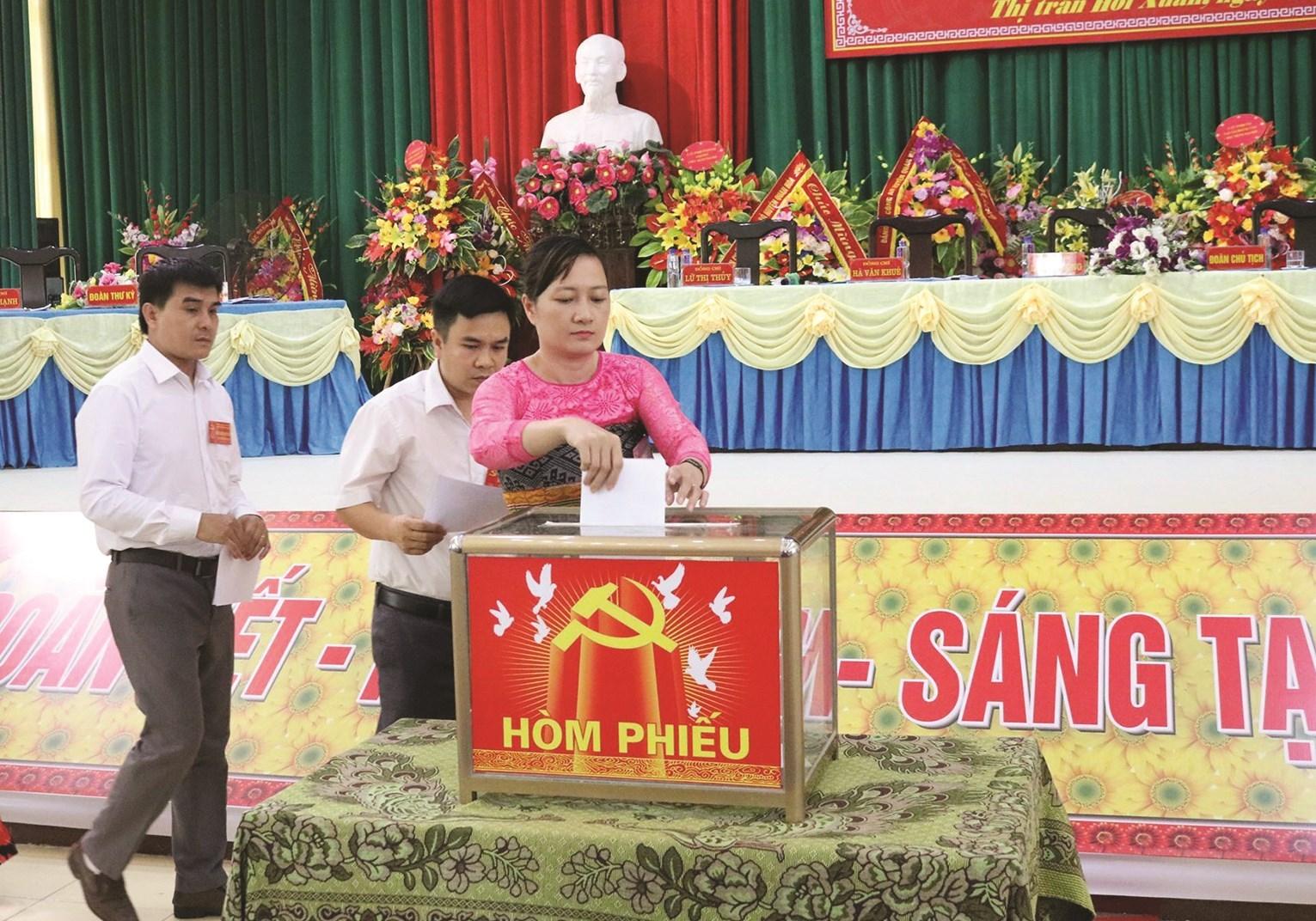 Thị trấn Hồi Xuân, huyện Quan Hóa tổ chức thành công Đại hội cấp cơ sở nhiệm kỳ 2020 - 2025