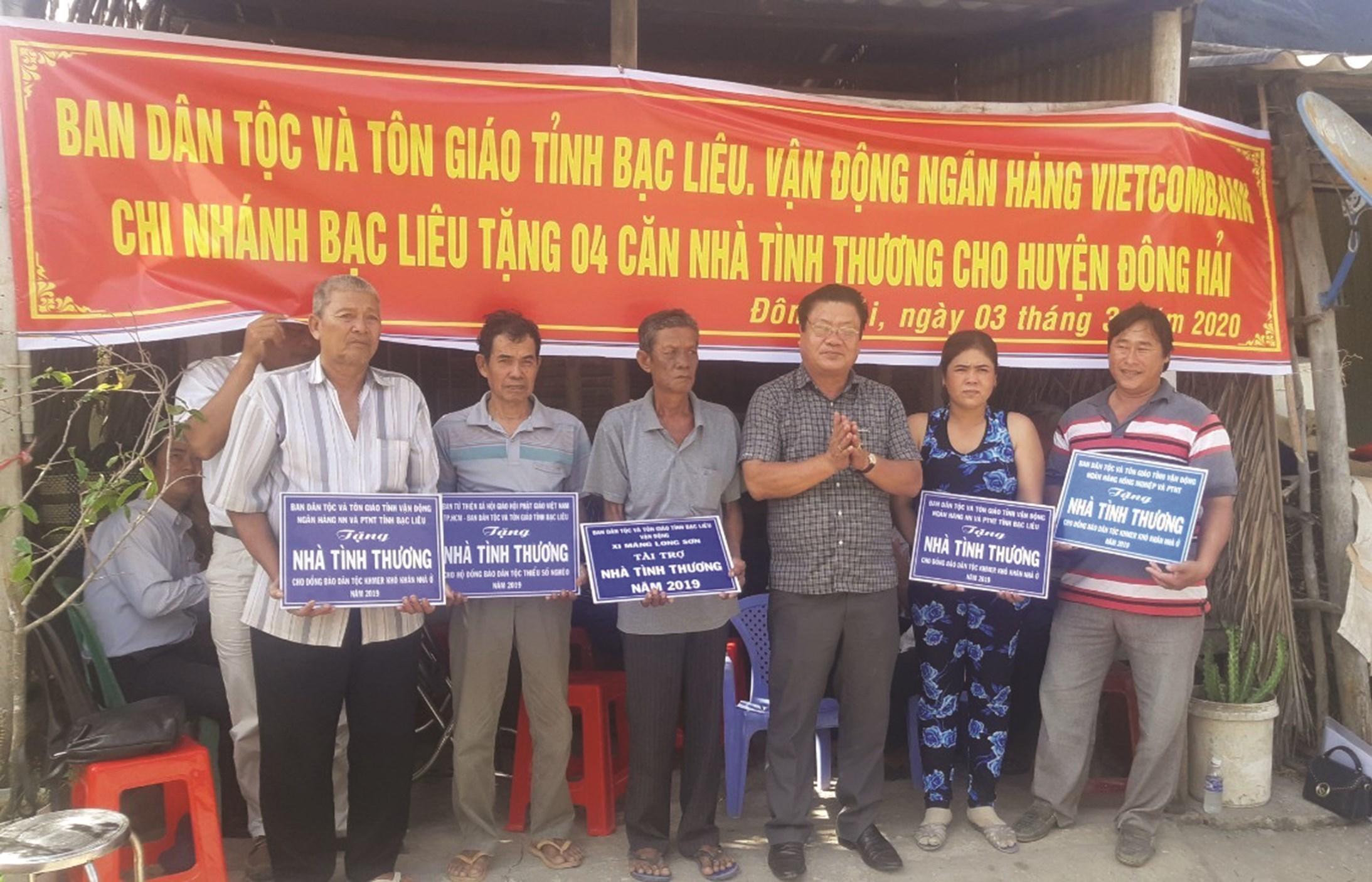 Vận động và trao nhà tình thương là hoạt động thường xuyên của Ban Dân tộc và Tôn giáo tỉnh Bạc Liêu, góp phần xóa nhà tạm cho đồng bào DTTS.