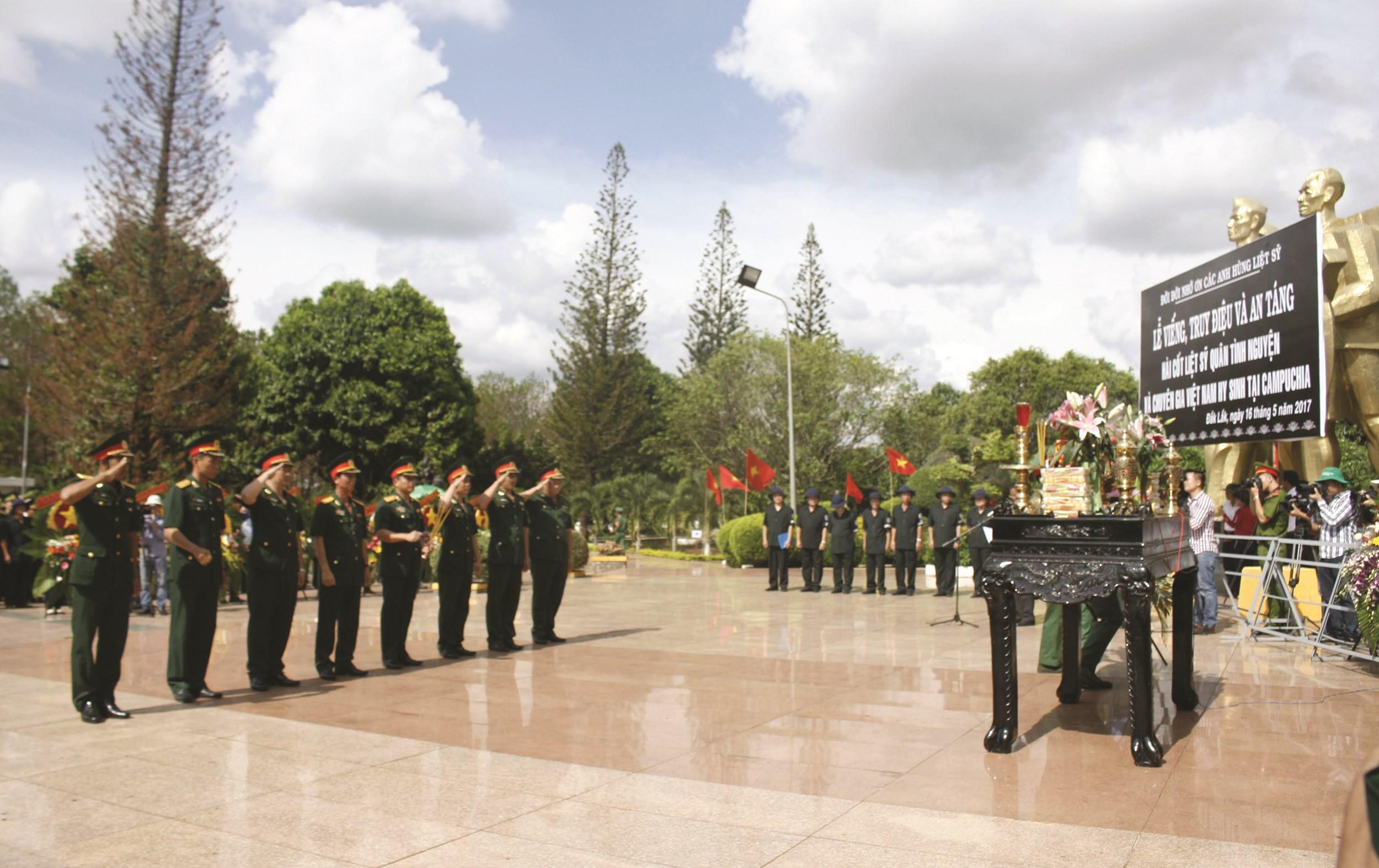 Lễ truy điệu các liệt sĩ được diễn ra trang nghiêm.