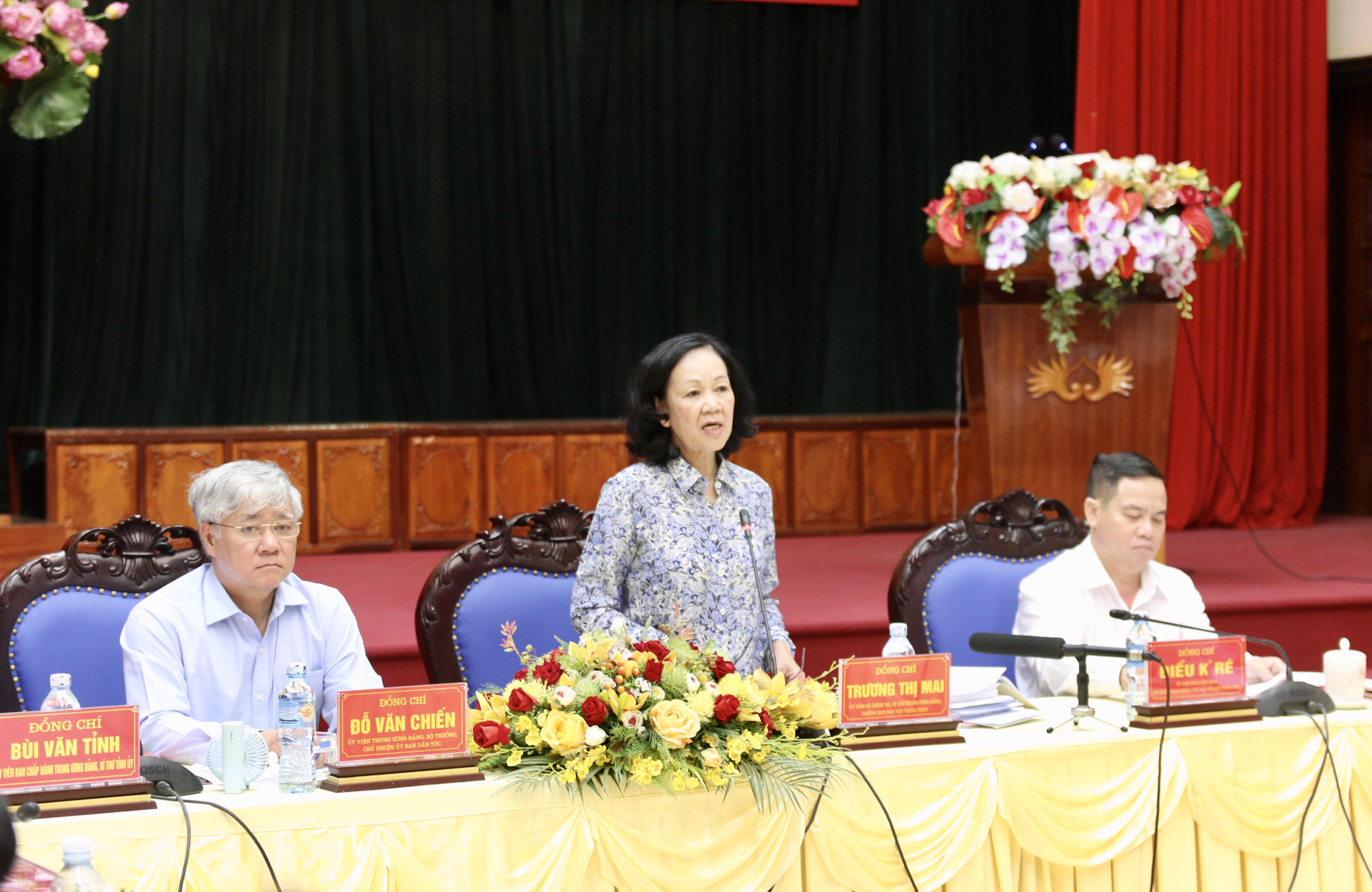 Đồng chí Trương Thị Mai, Ủy viên Bộ Chính trị, Bí thư Trung ương Đảng, Trưởng ban Dân vận Trung ương phát biểu tại Hội nghị.