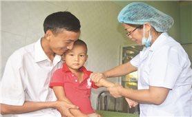 Nữ y sĩ tận tâm với dân bản