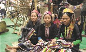 Thổ cẩm dân tộc Thái xuất ngoại