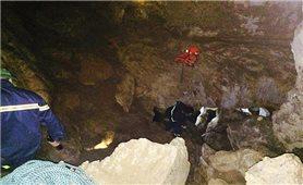 Nỗ lực tìm kiếm nạn nhân người dân tộc Dao rơi xuống hang sâu