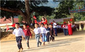 Học sinh miền núi Nghệ An: Náo nức ngày khai giảng